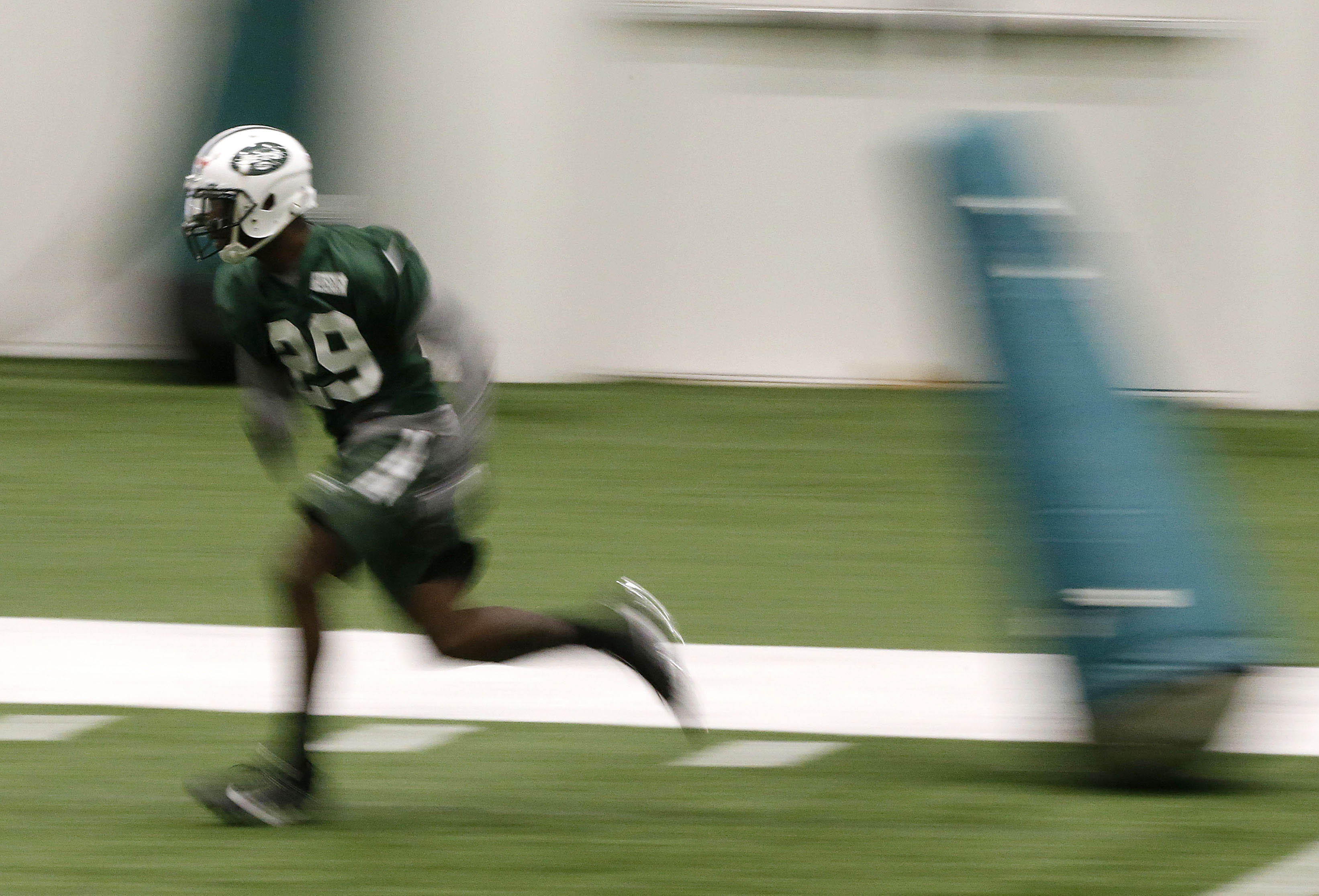 10043179-nfl-new-york-jets-rookie-minicamp