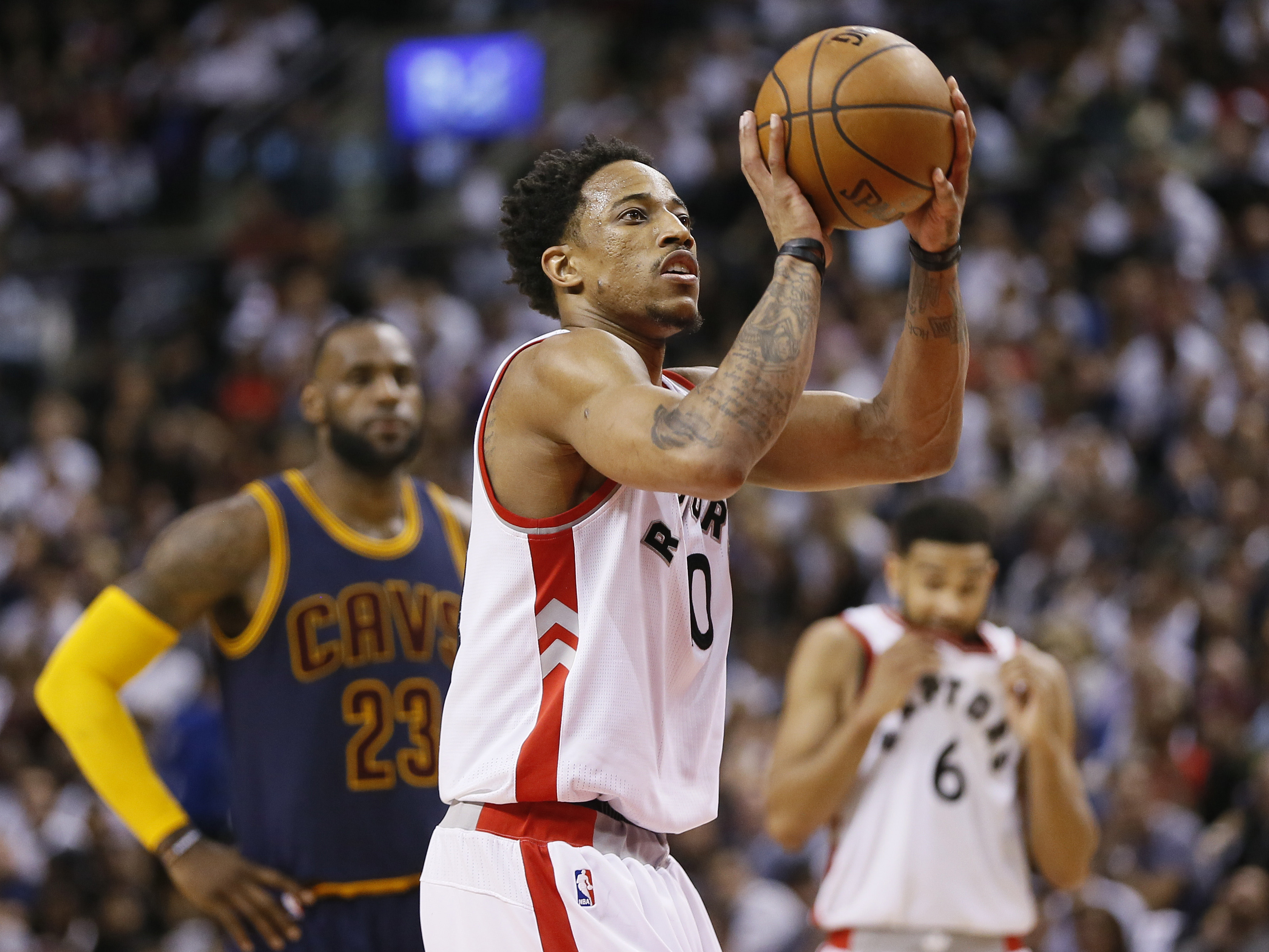 10043879-nba-playoffs-cleveland-cavaliers-at-toronto-raptors