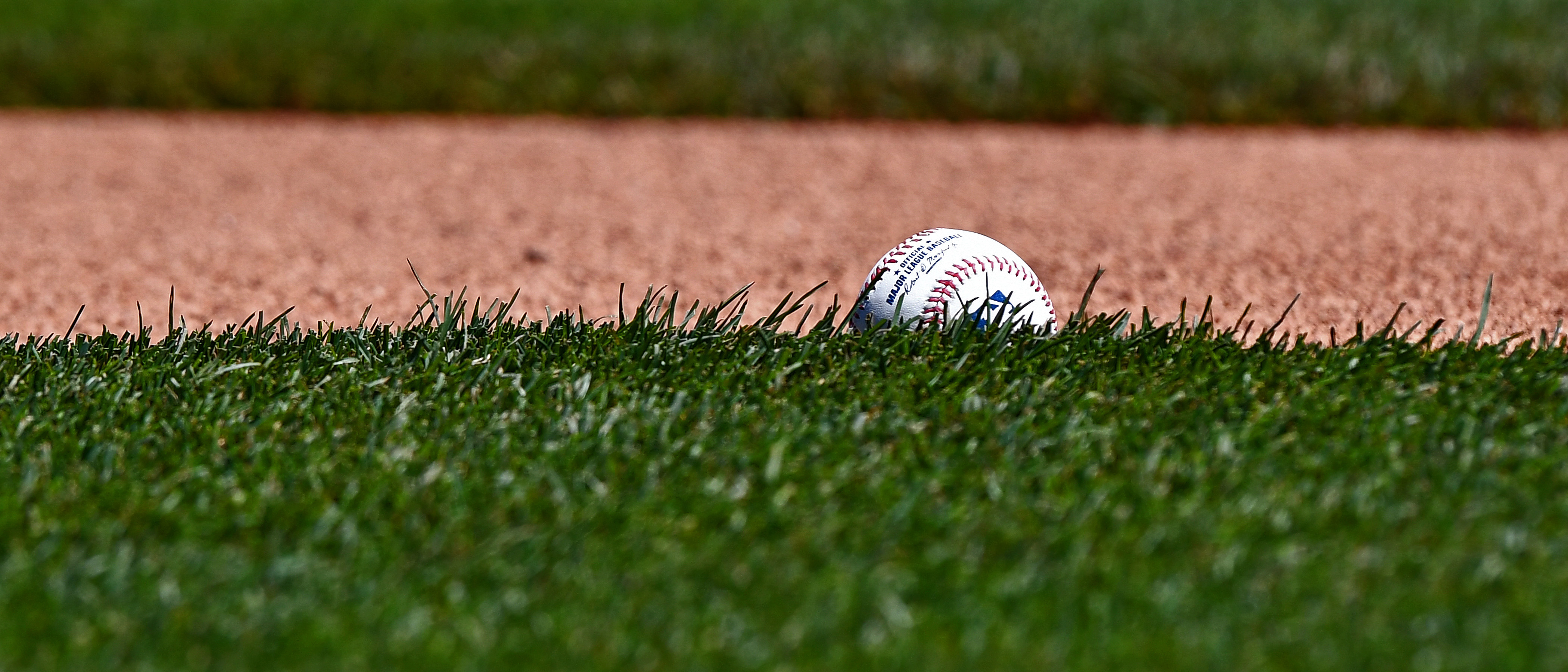 10045125-mlb-cleveland-indians-at-kansas-city-royals