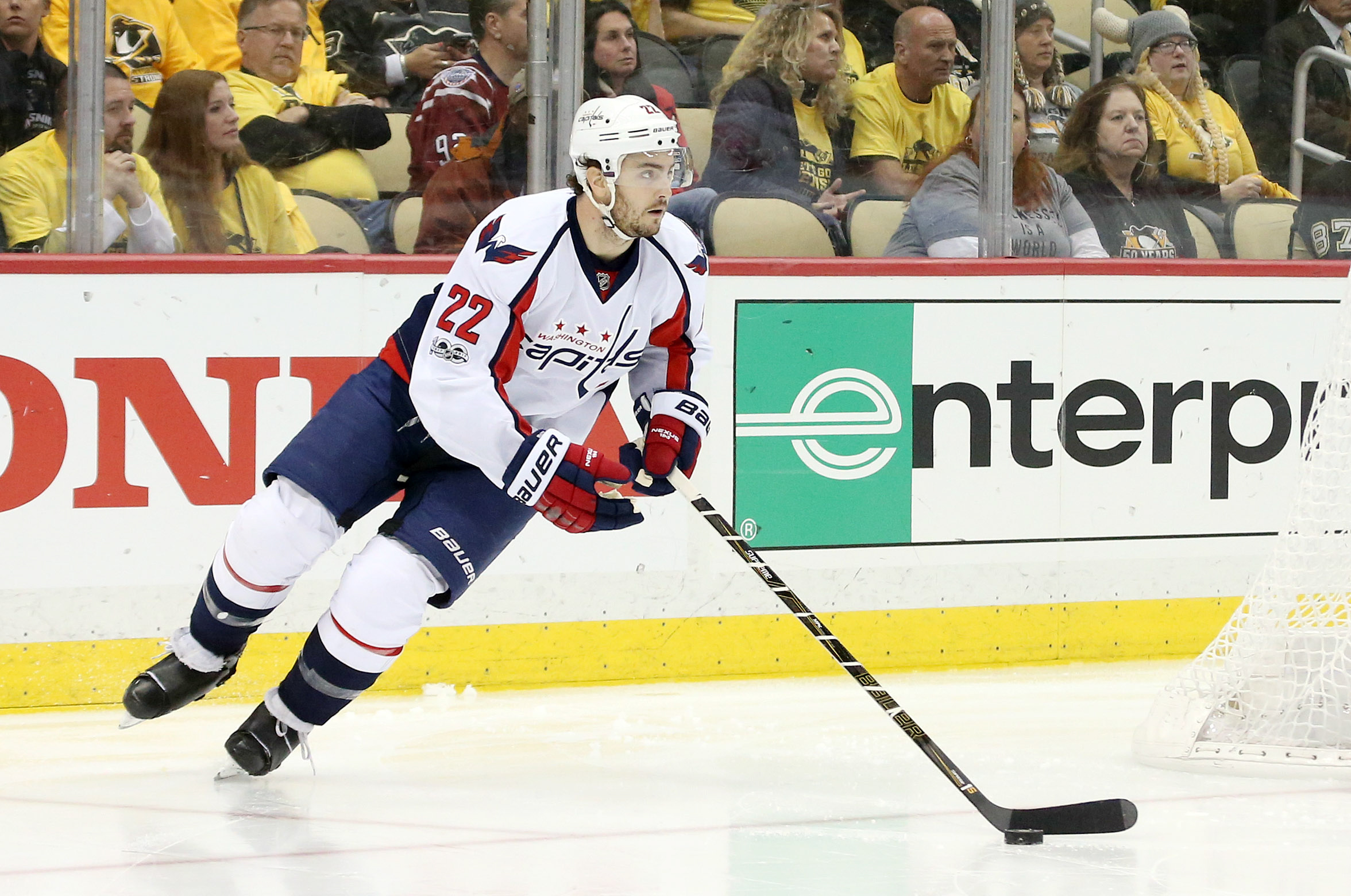 10049086-nhl-stanley-cup-playoffs-washington-capitals-at-pittsburgh-penguins