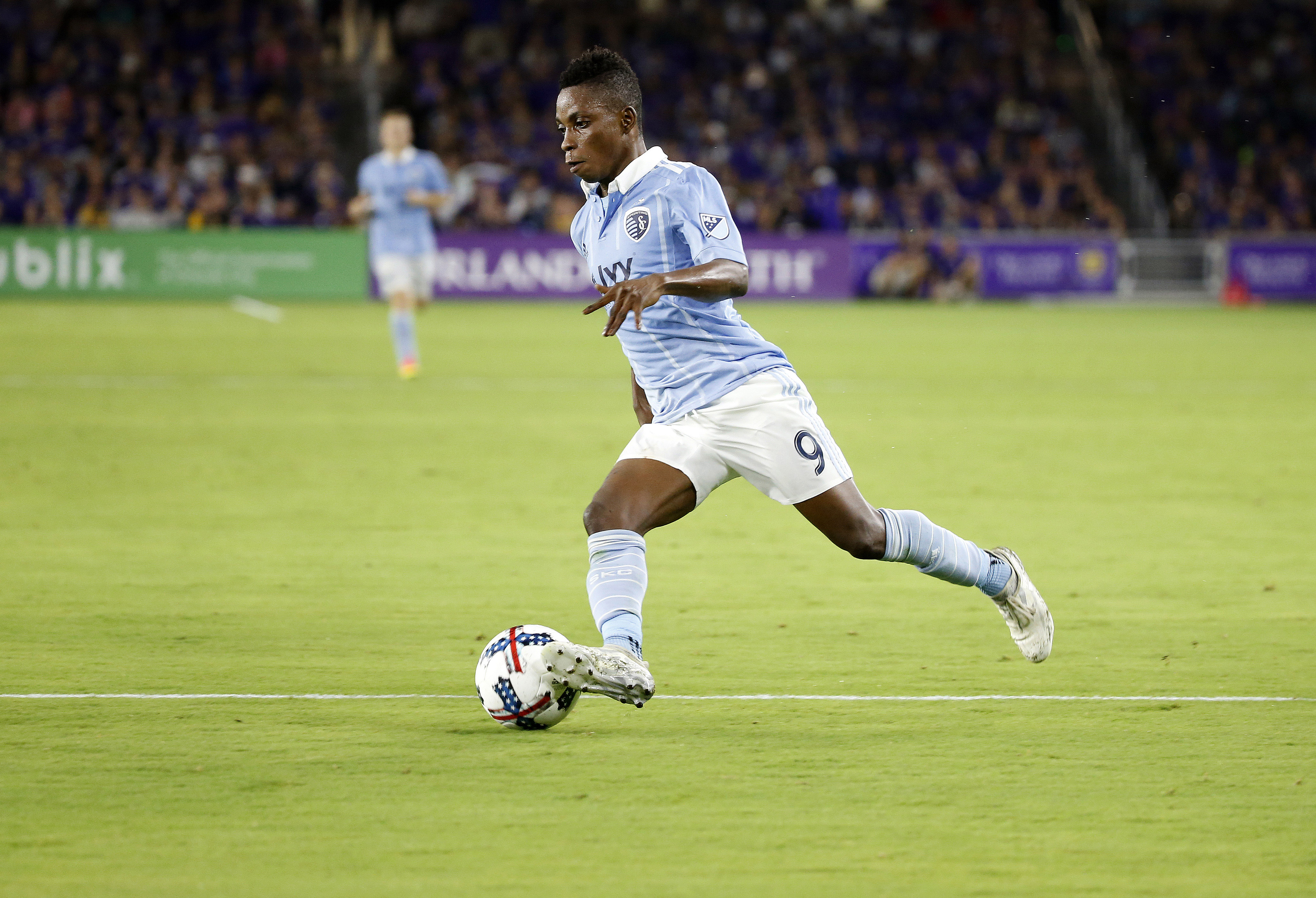 Fernandes scores 3 goals, Sporting KC beats Sounders 3-0