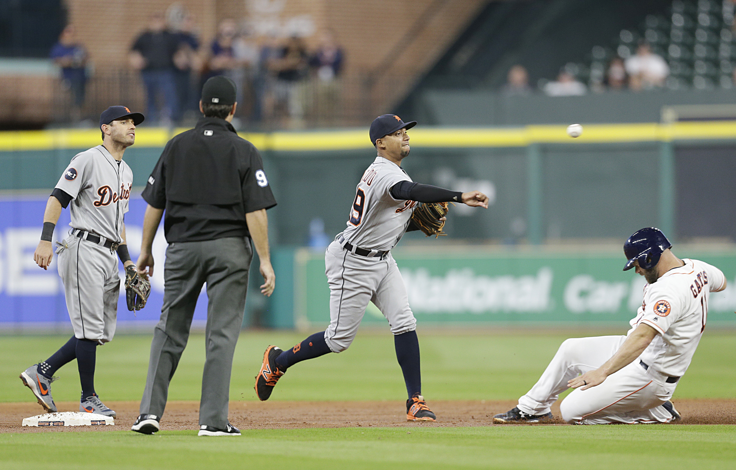 10070359-mlb-detroit-tigers-at-houston-astros