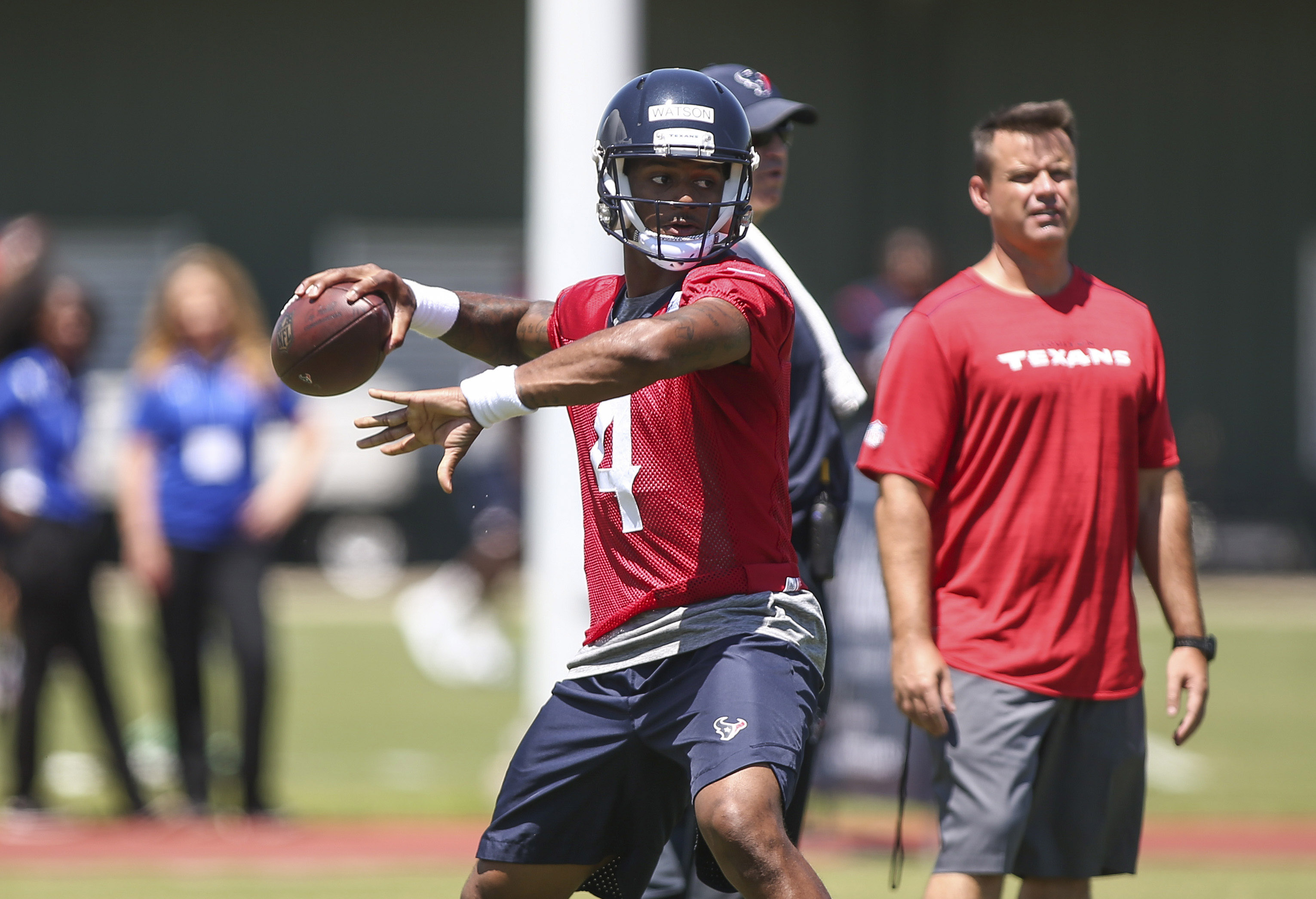 10071039-nfl-houston-texans-ota