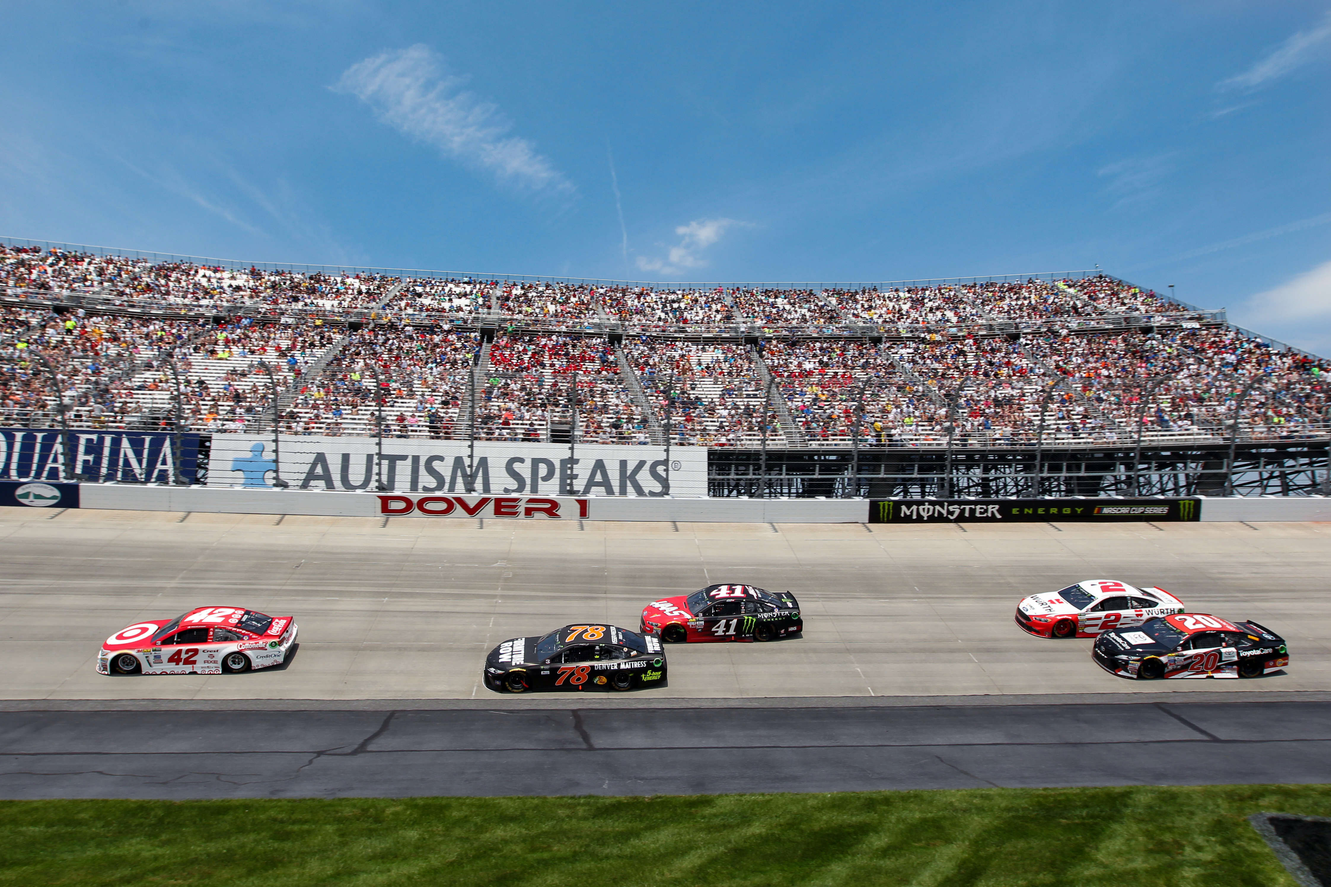 Johnson extends track record with 11th win at Dover