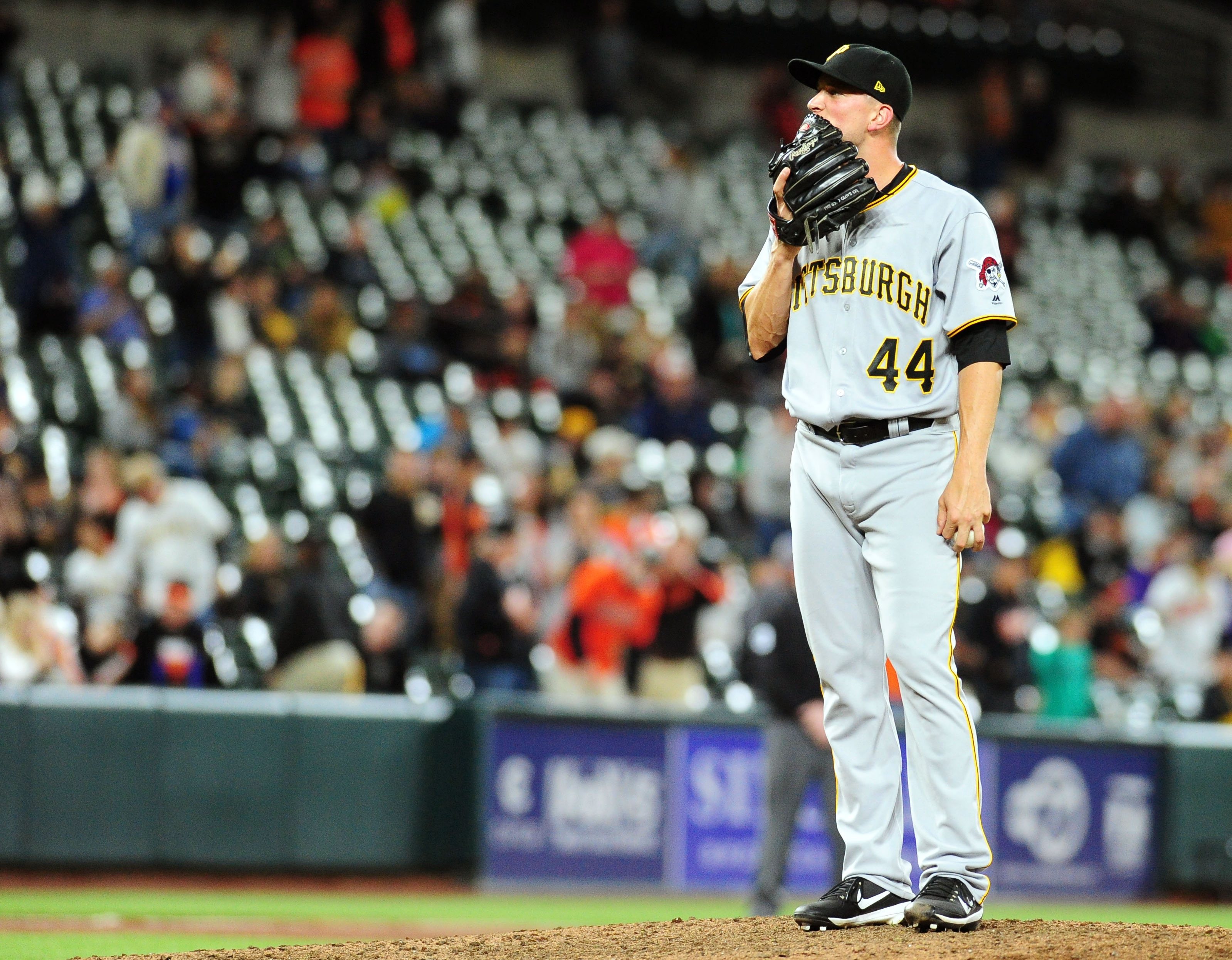 10096575-mlb-pittsburgh-pirates-at-baltimore-orioles