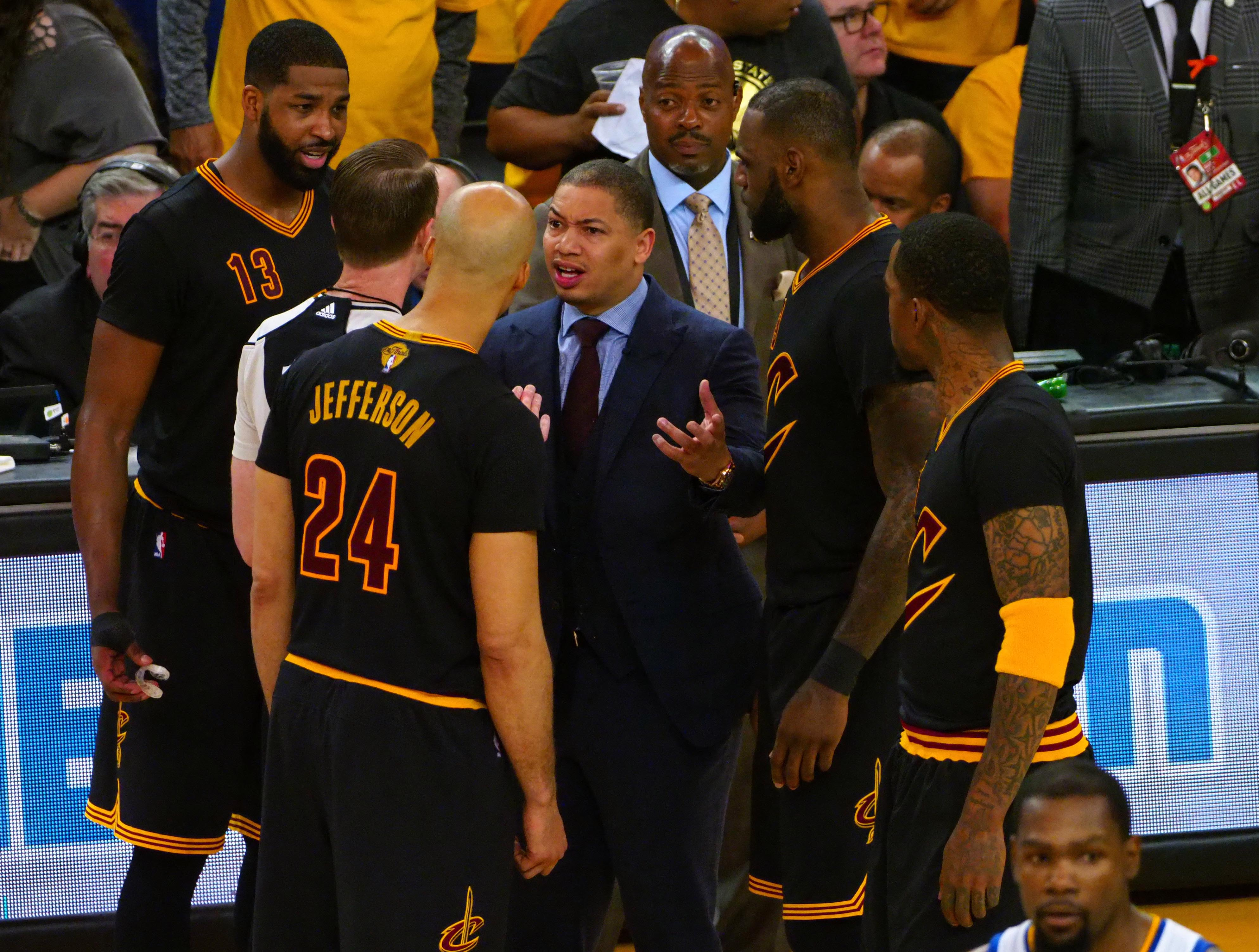 10105669-nba-finals-cleveland-cavaliers-at-golden-state-warriors