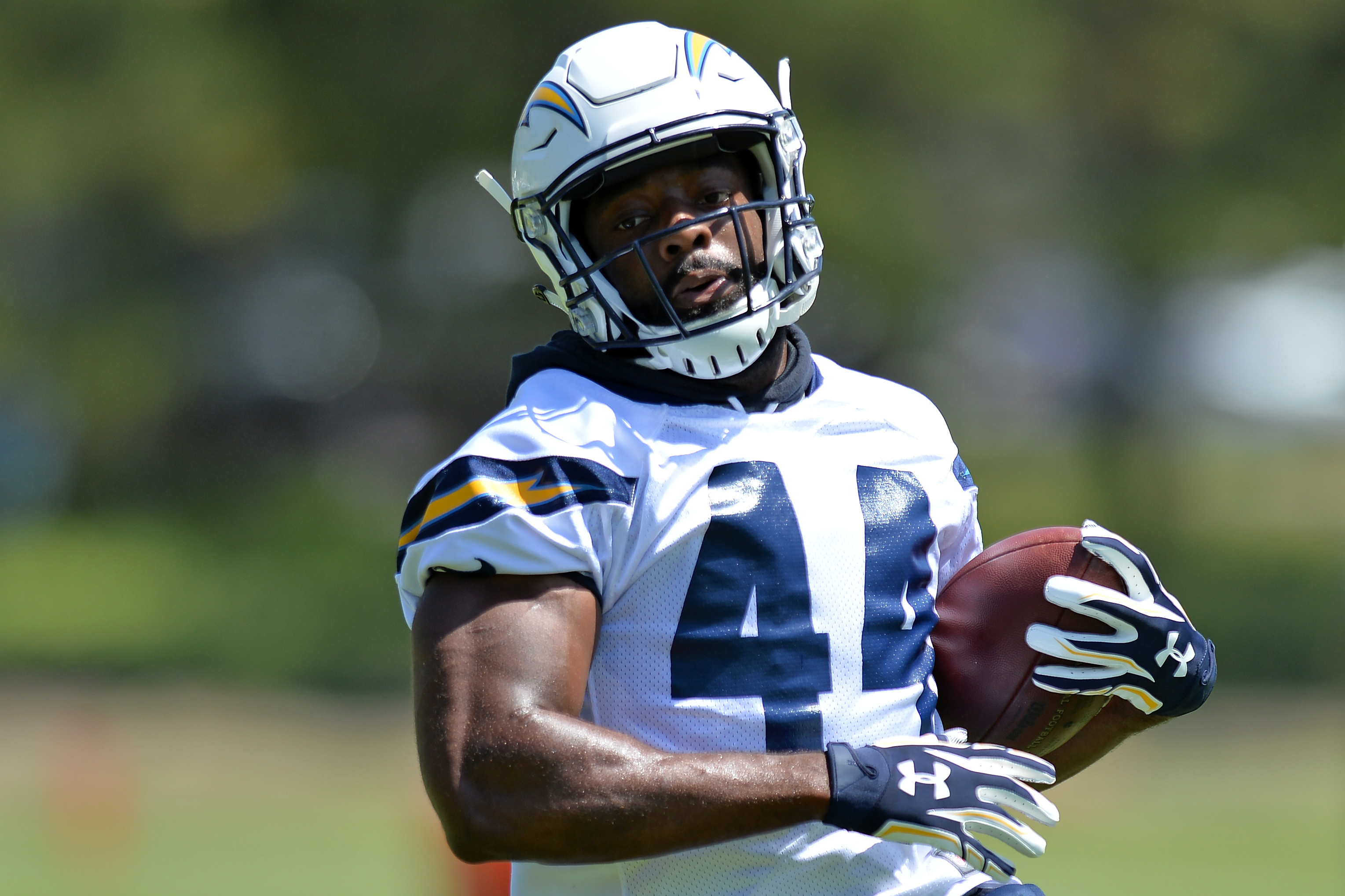 10107293-nfl-los-angeles-chargers-minicamp