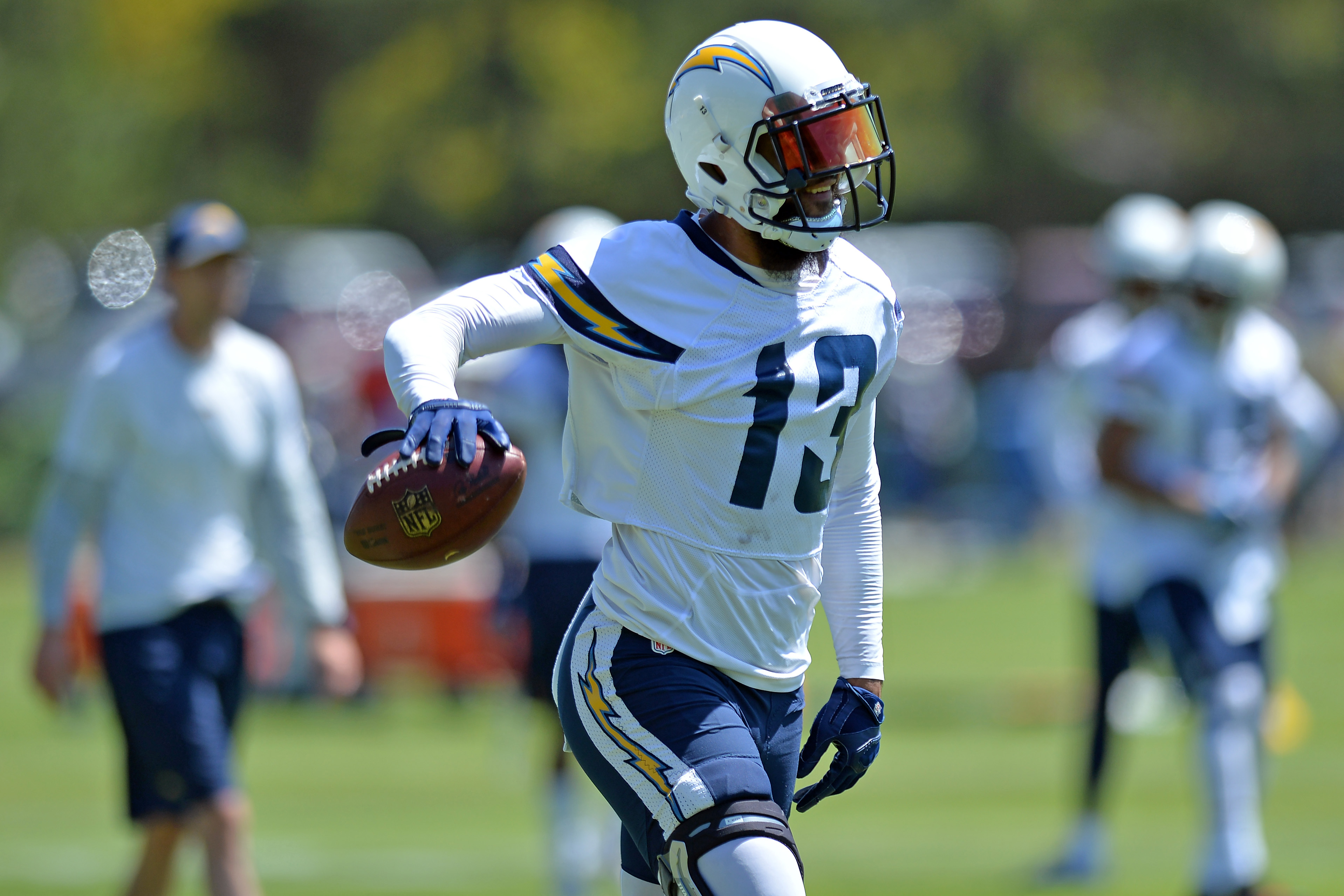 10107576-nfl-los-angeles-chargers-minicamp