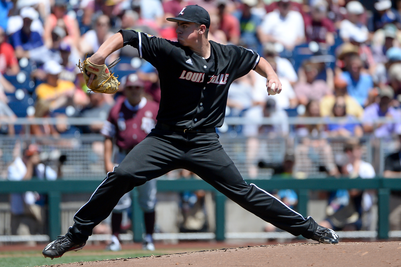 10119479-ncaa-baseball-college-world-series-louisville-vs-texas-aampampm