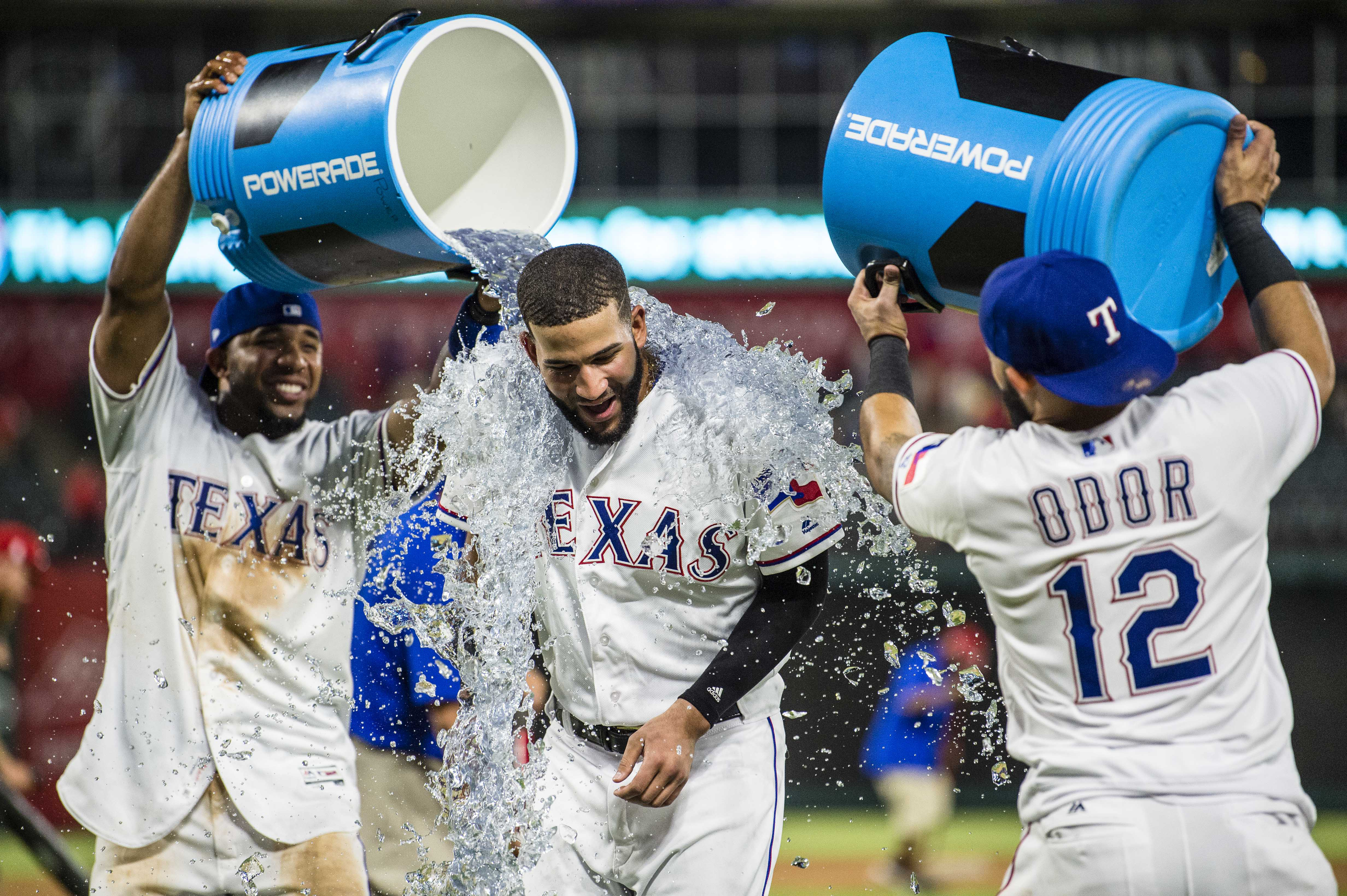 10123266-mlb-toronto-blue-jays-at-texas-rangers