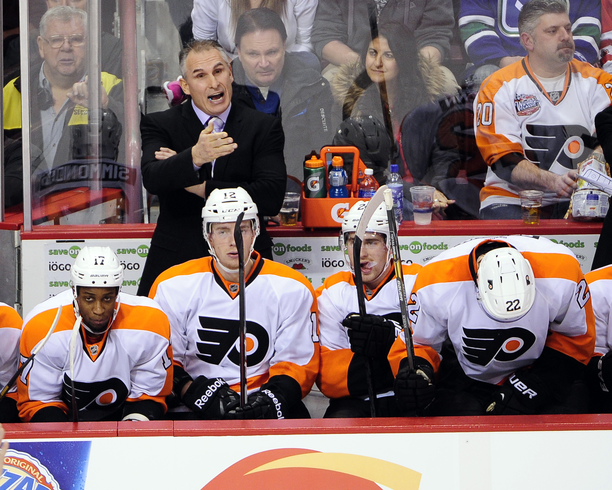 7643762-nhl-philadelphia-flyers-at-vancouver-canucks