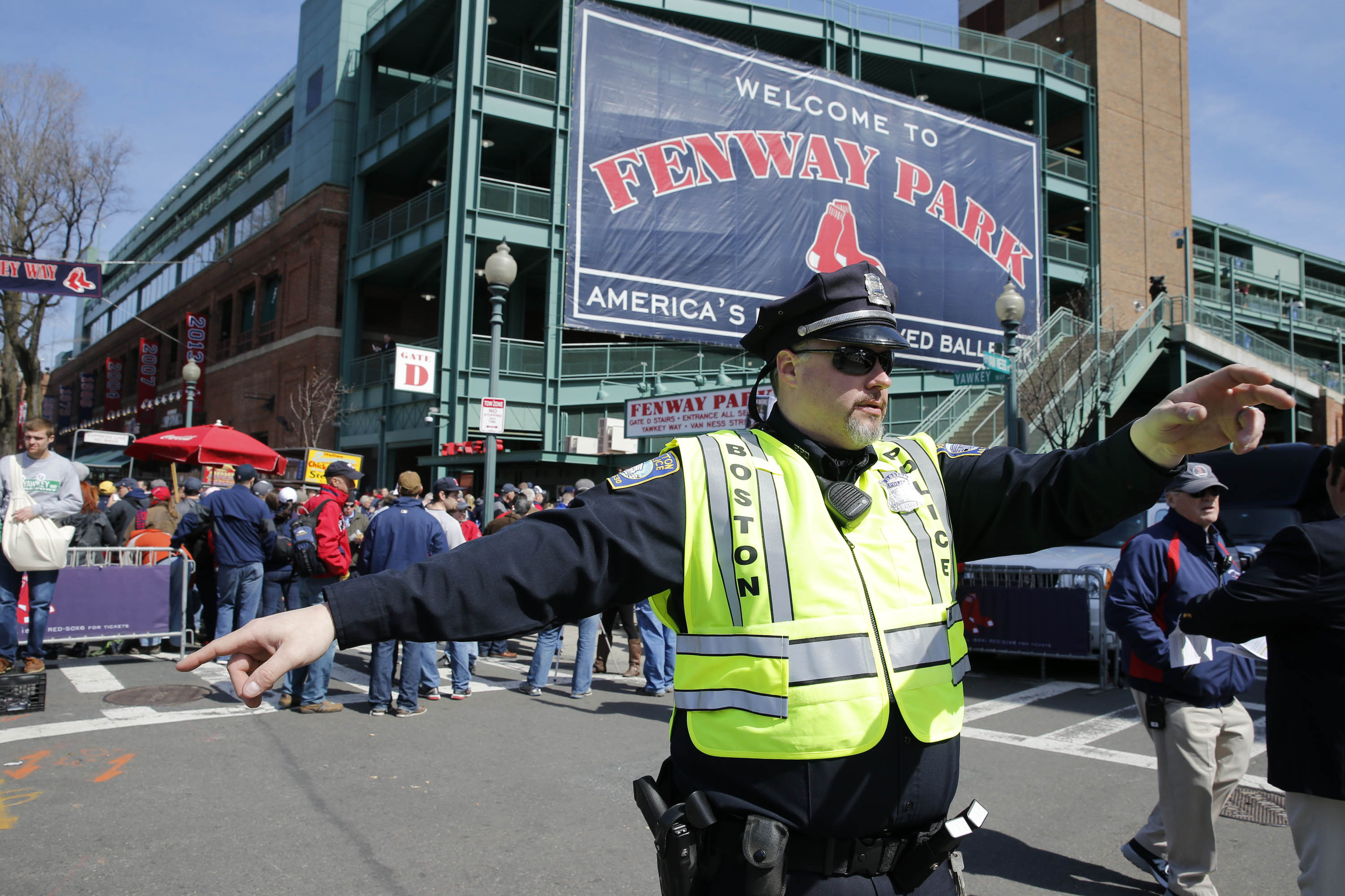 7850549-mlb-milwaukee-brewers-at-boston-red-sox