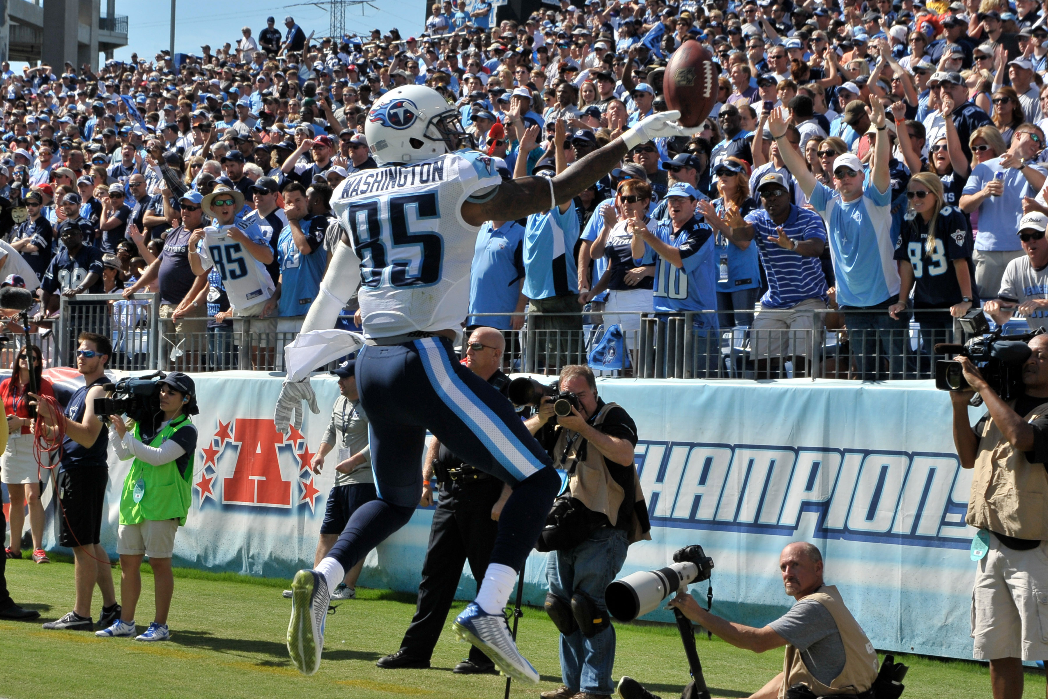 8087224-nfl-dallas-cowboys-at-tennessee-titans