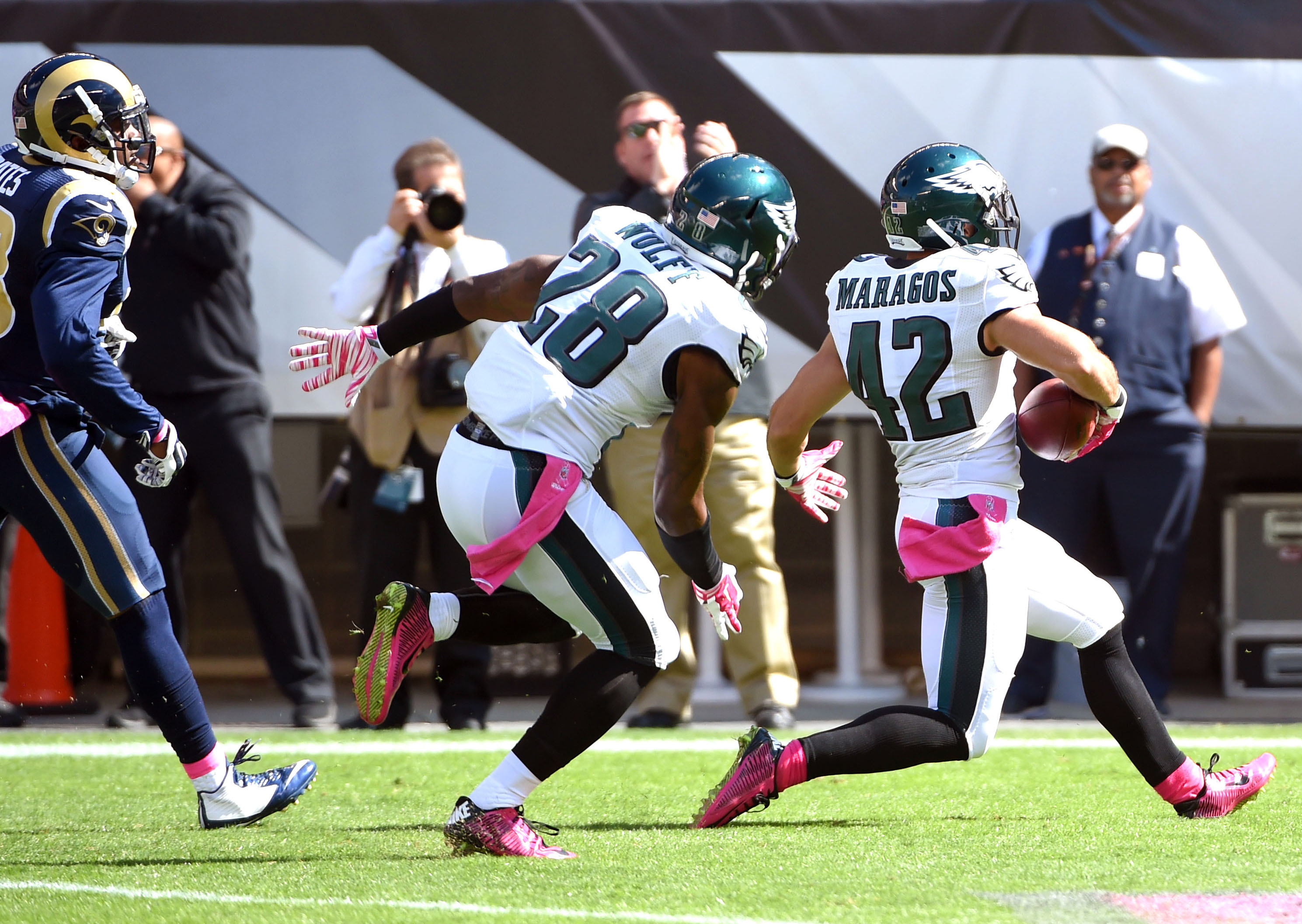 8126469-nfl-st.-louis-rams-at-philadelphia-eagles