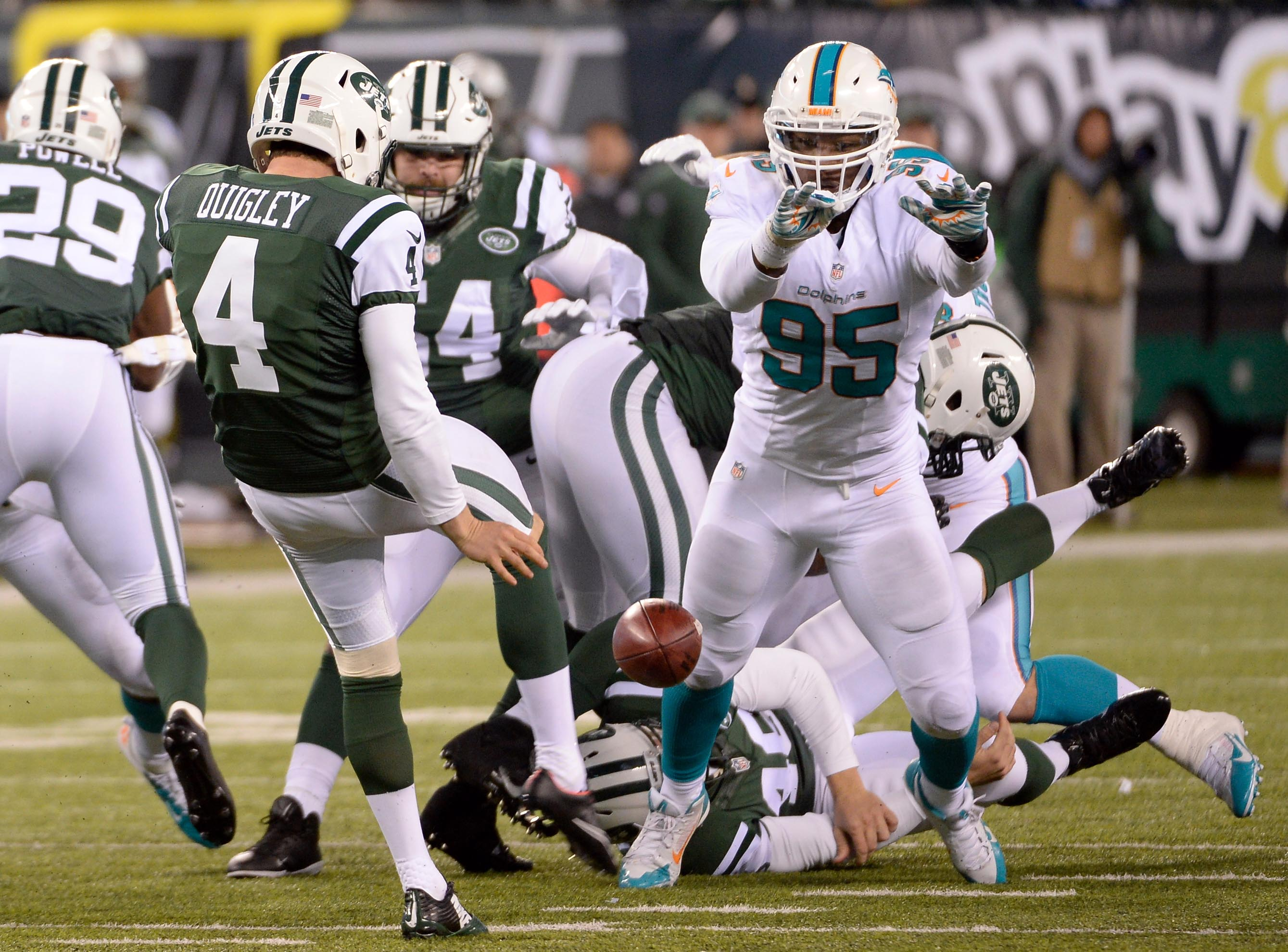 8243443-nfl-miami-dolphins-at-new-york-jets