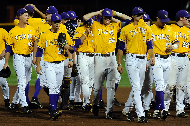 8659892-ncaa-baseball-college-world-series-lsu-vs-tcu