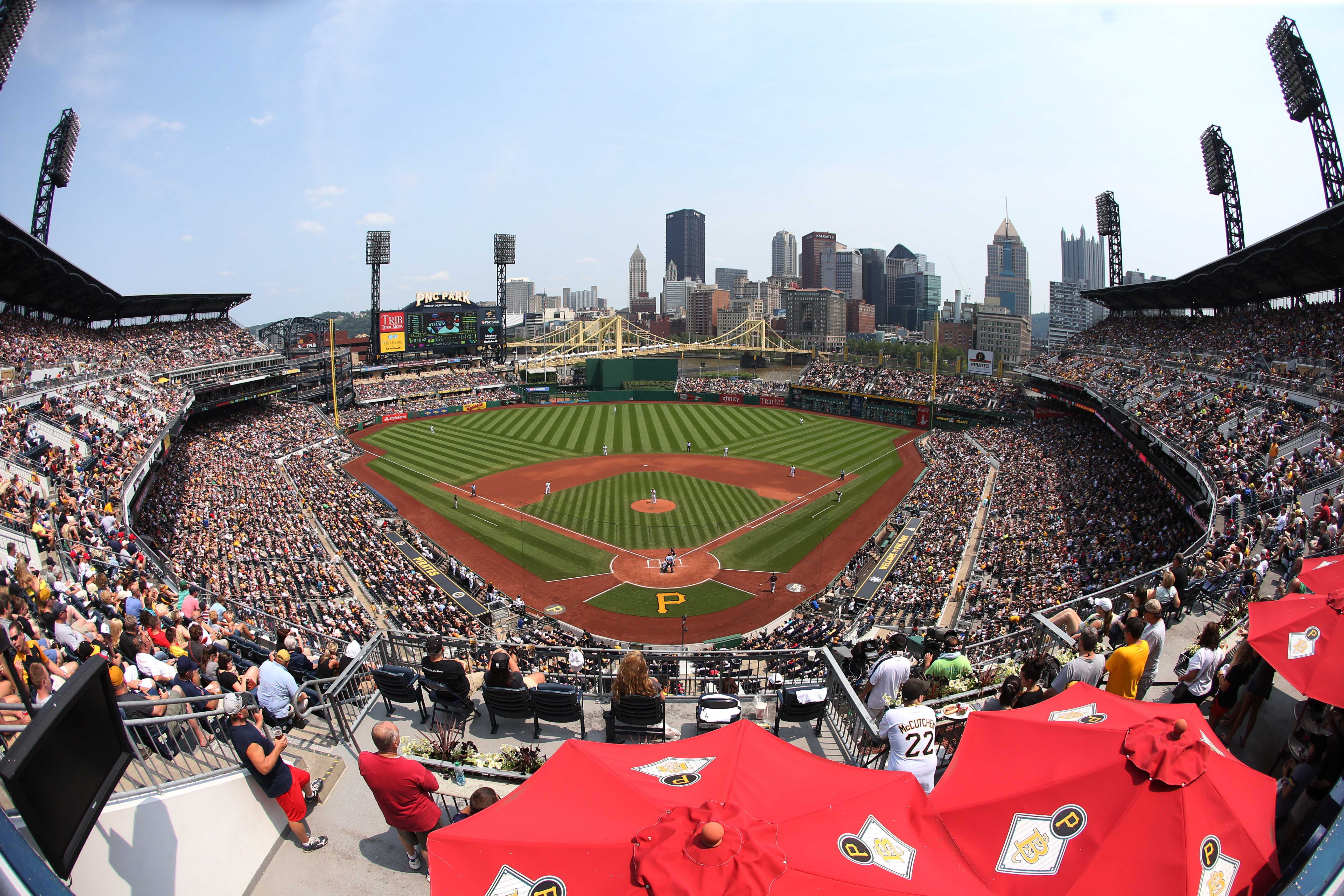 8681826-mlb-cleveland-indians-at-pittsburgh-pirates
