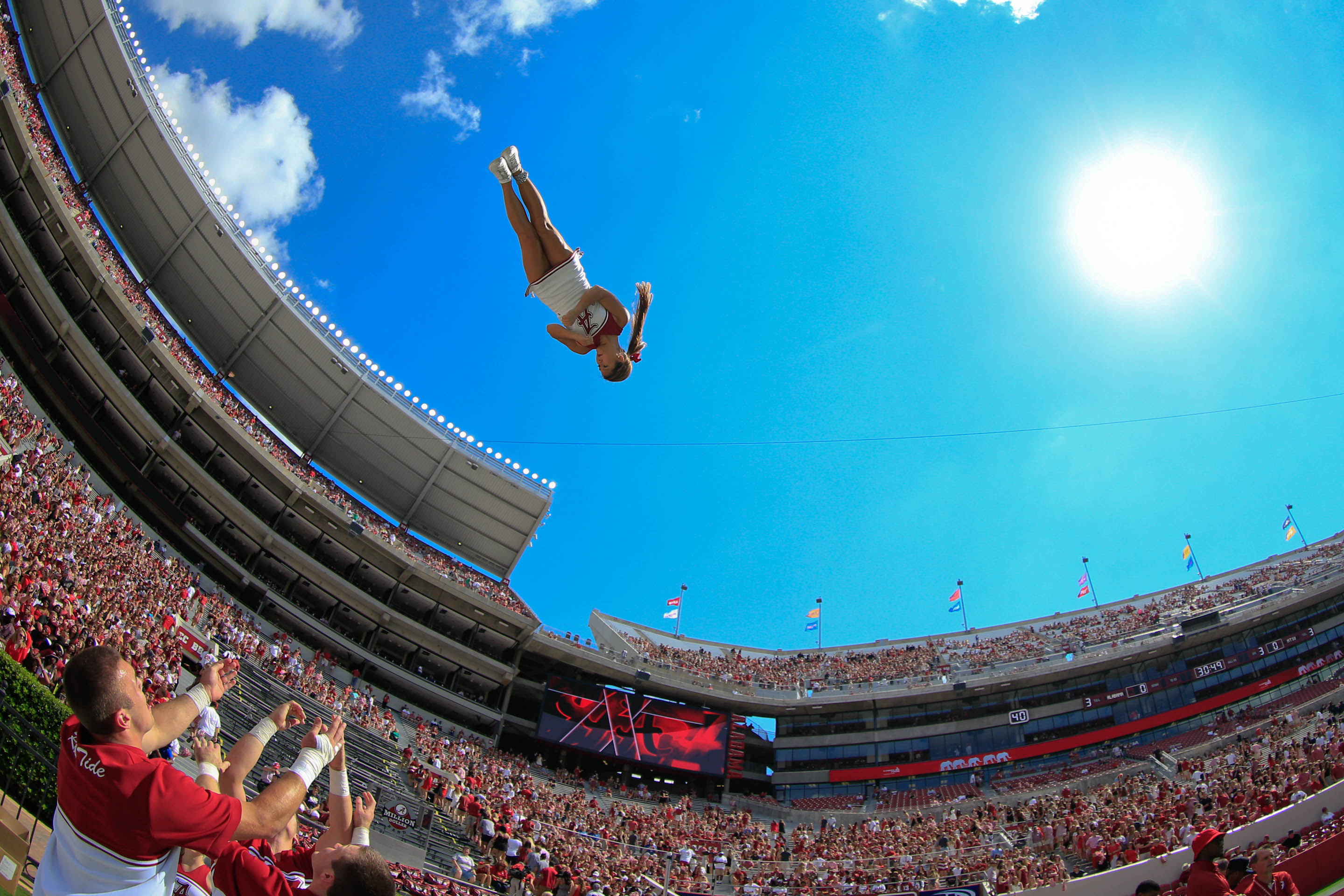 8795823-ncaa-football-middle-tennessee-at-alabama
