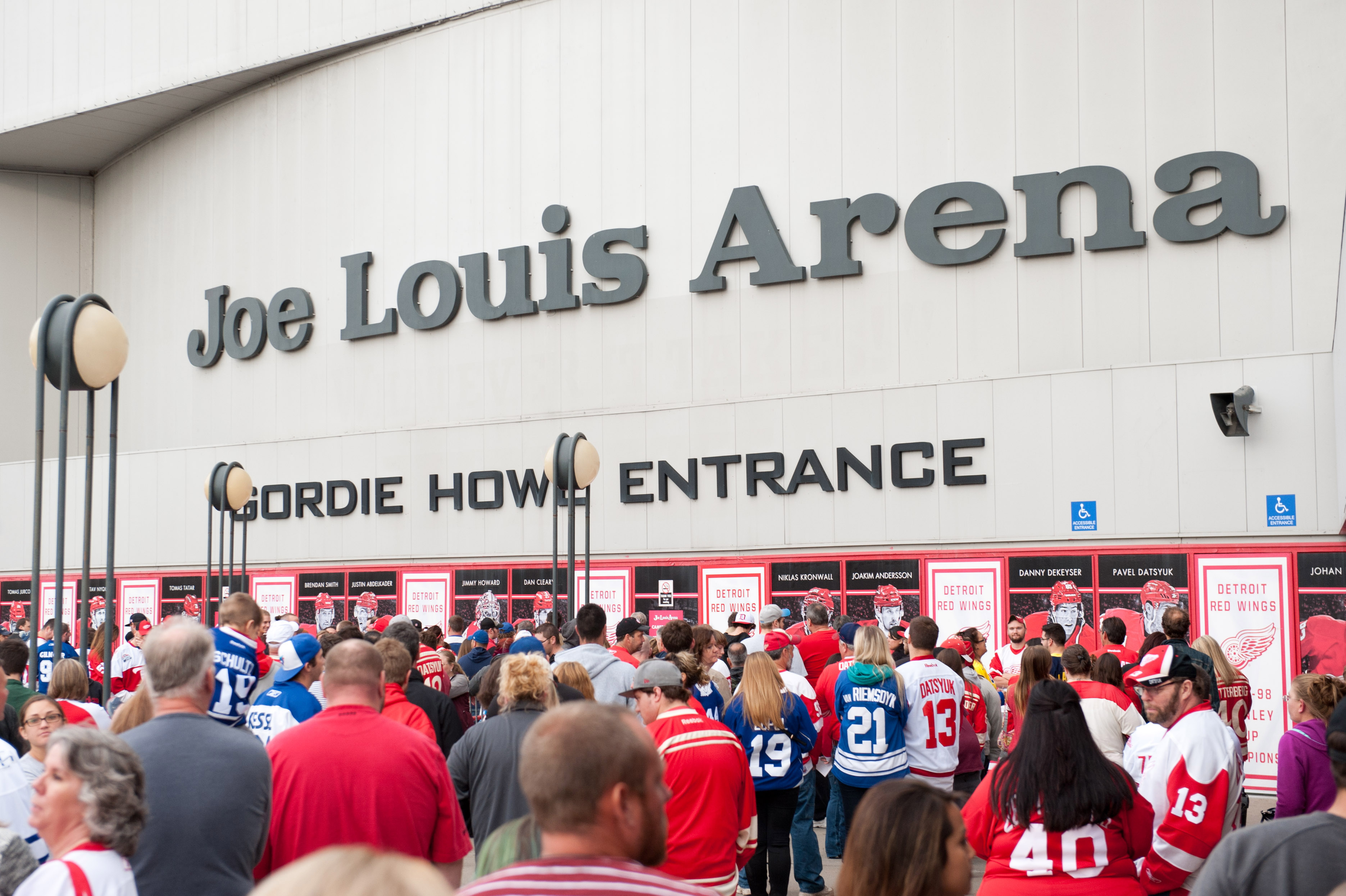 8850318-nhl-toronto-maple-leafs-at-detroit-red-wings