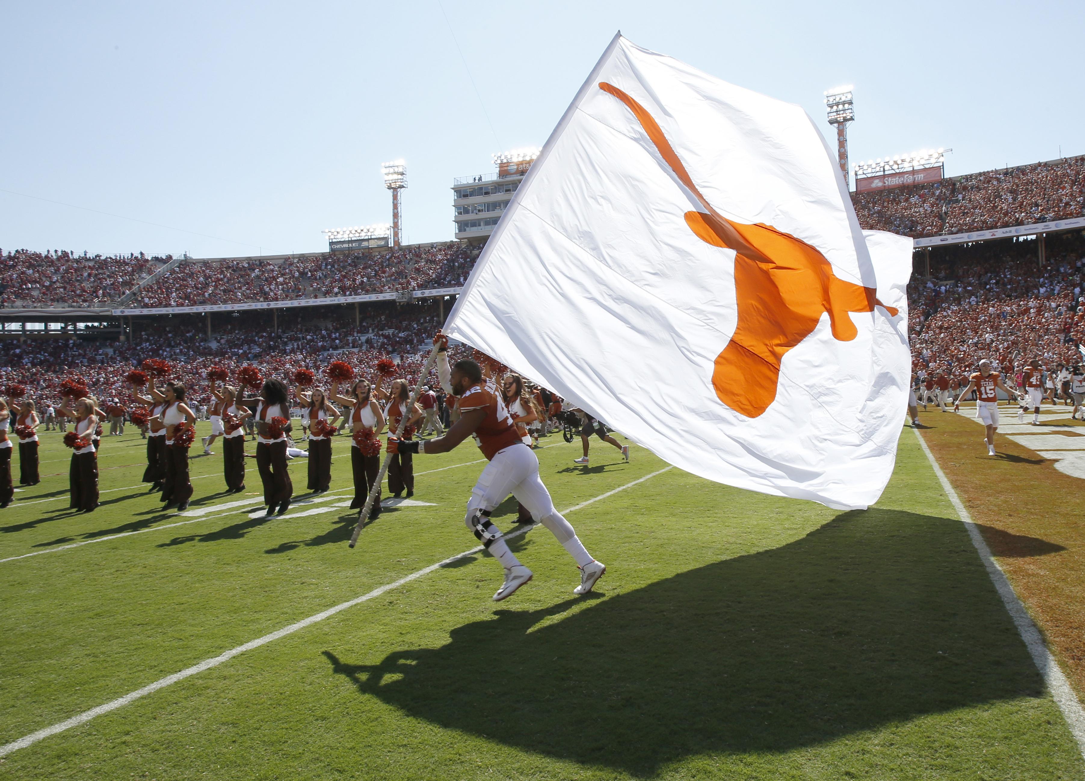 8851618-ncaa-football-oklahoma-at-texas