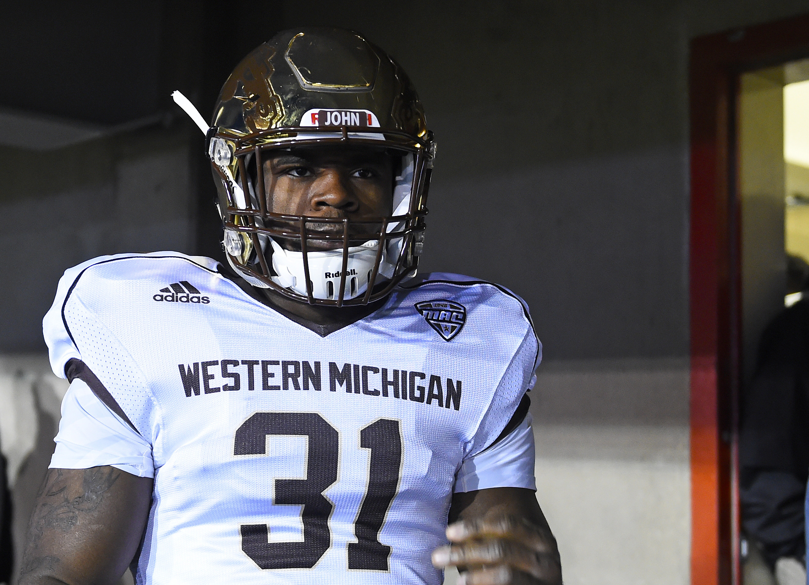 8933917-ncaa-football-western-michigan-at-northern-illinois