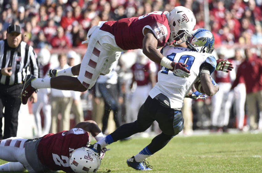 8940148-ncaa-football-memphis-at-temple-