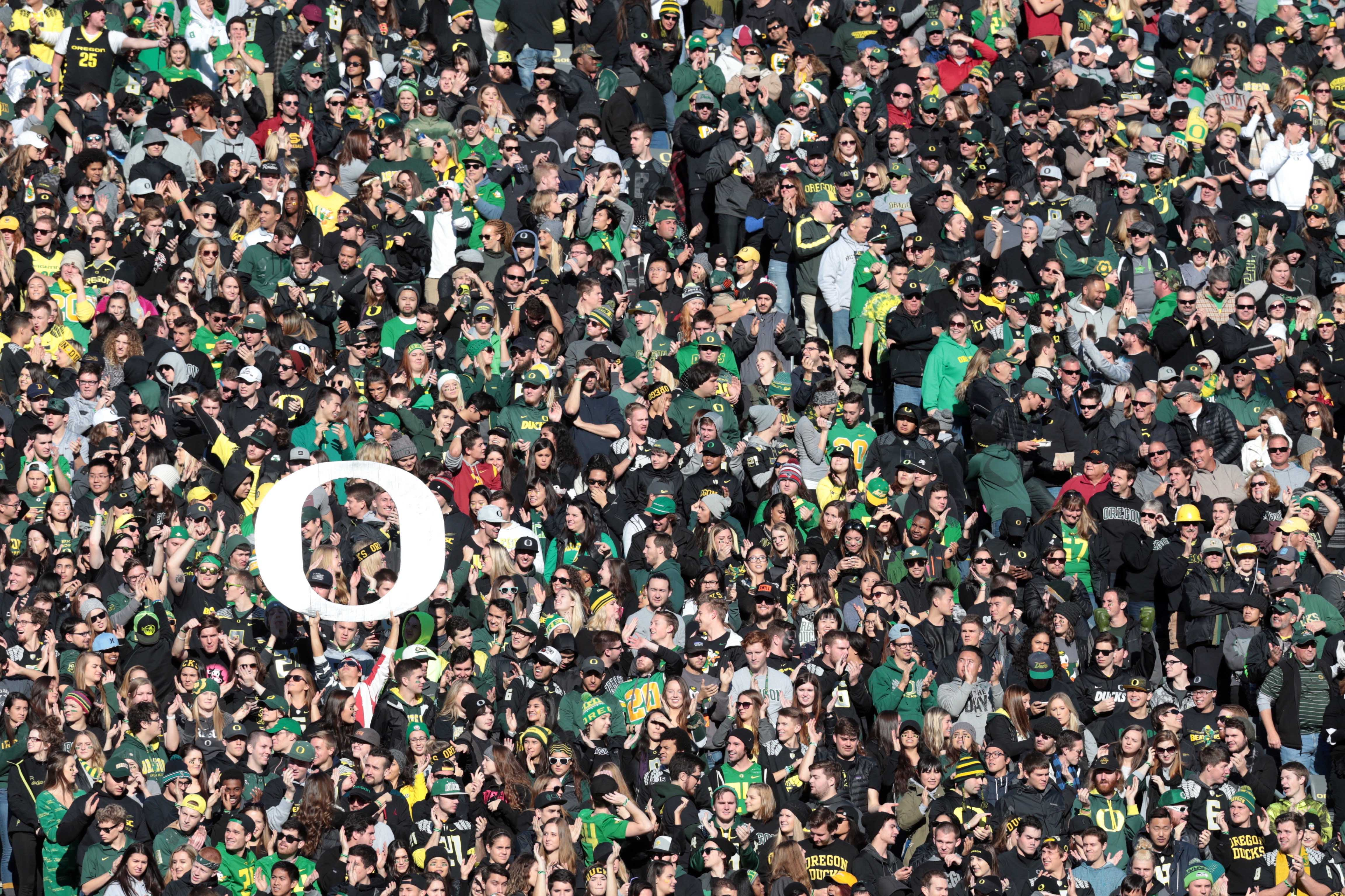 8941219-ncaa-football-southern-california-at-oregon