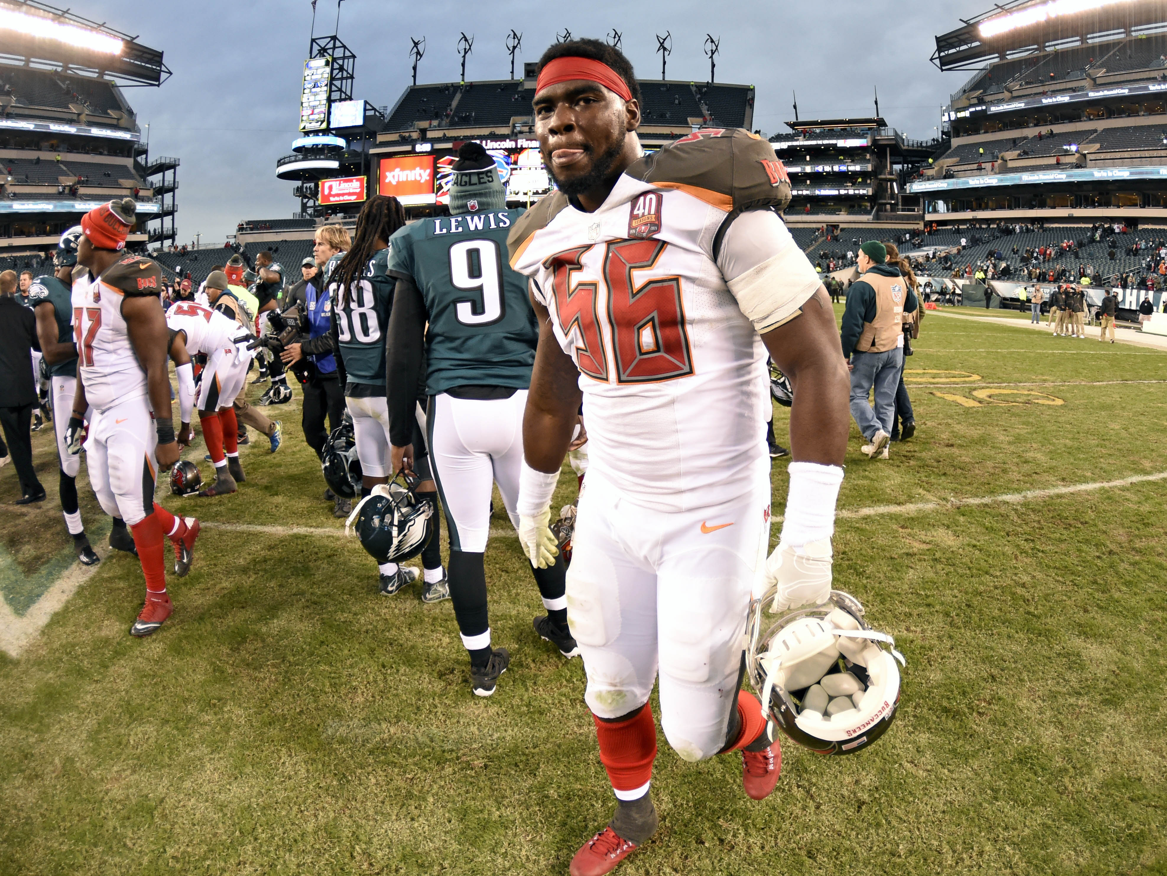 8945170-nfl-tampa-bay-buccaneers-at-philadelphia-eagles