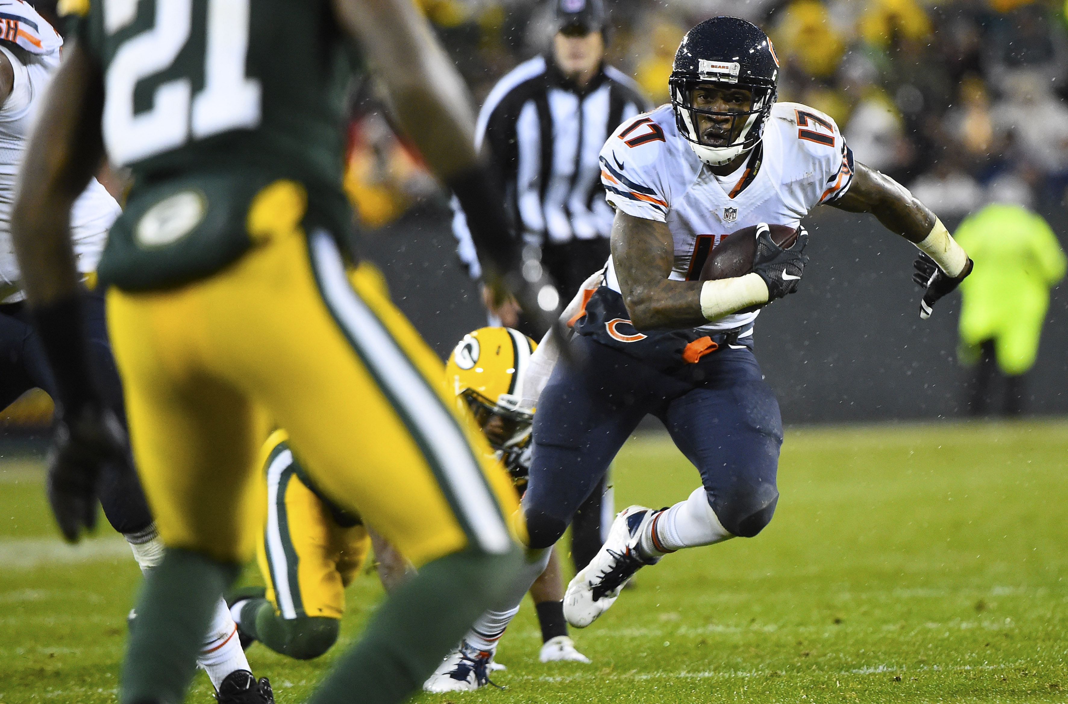 8953974-nfl-chicago-bears-at-green-bay-packers