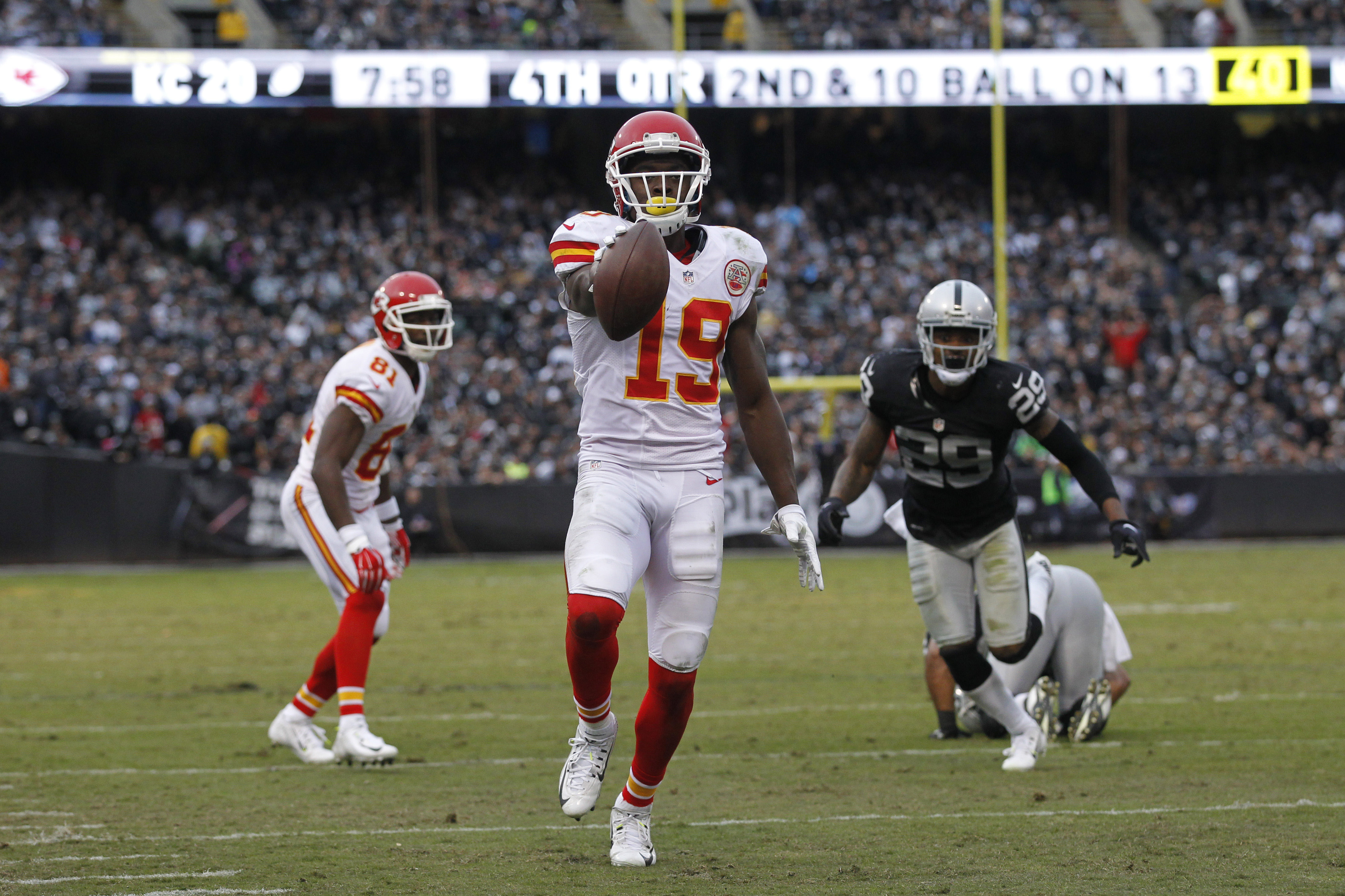 8981329-nfl-kansas-city-chiefs-at-oakland-raiders