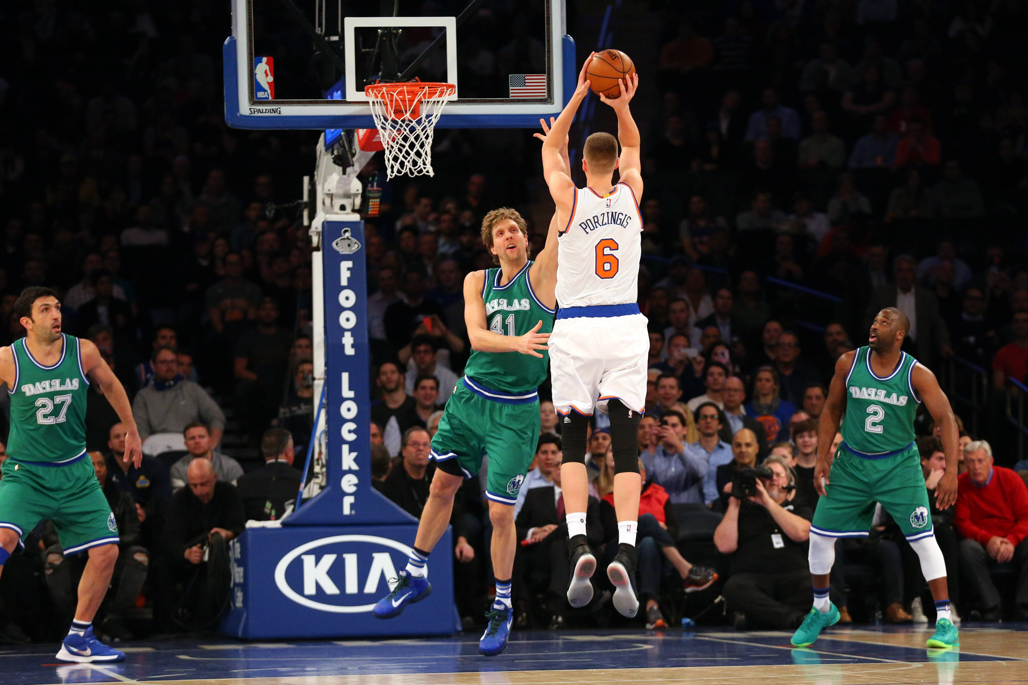 8983096-nba-dallas-mavericks-at-new-york-knicks