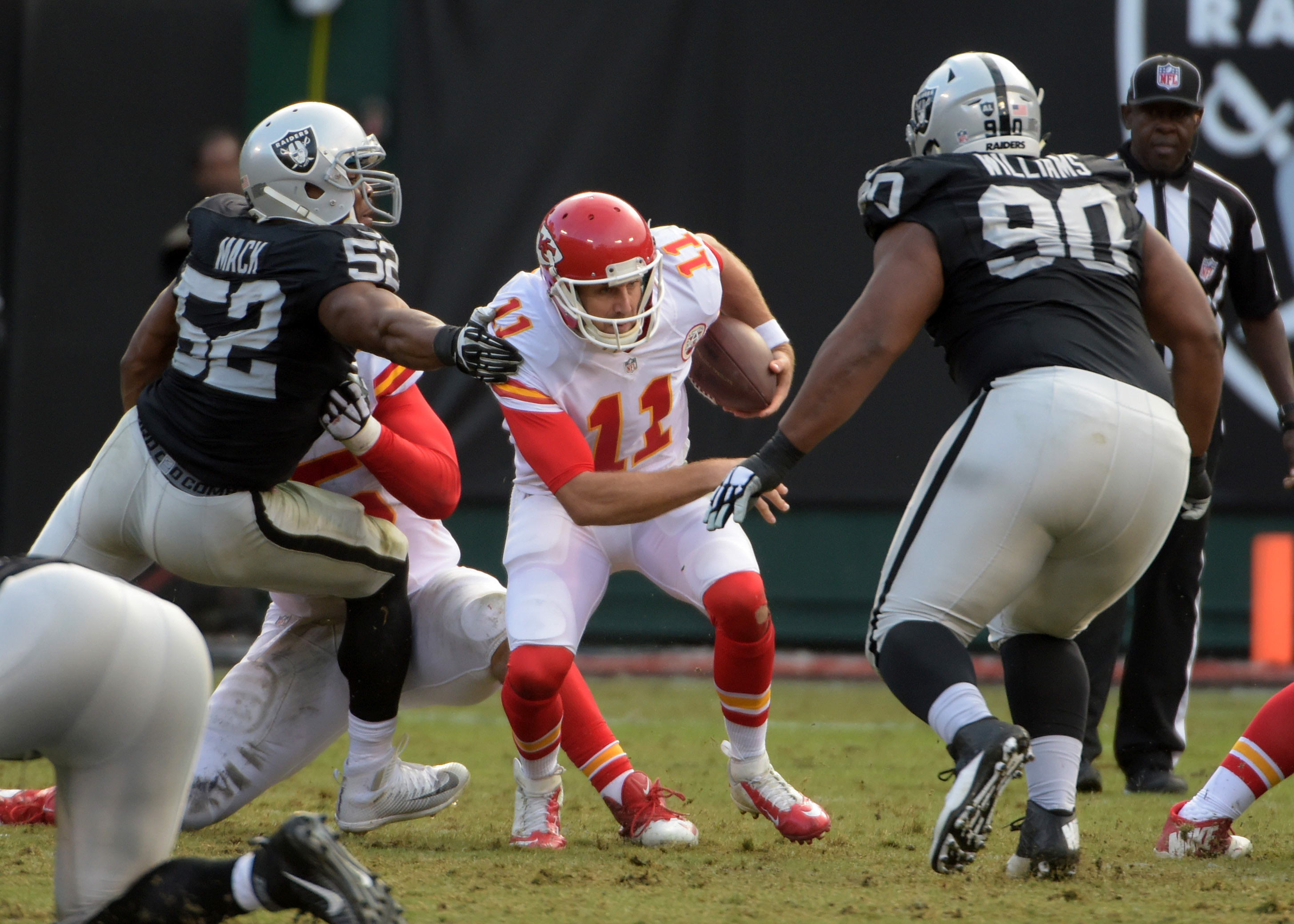 8985568-nfl-kansas-city-chiefs-at-oakland-raiders