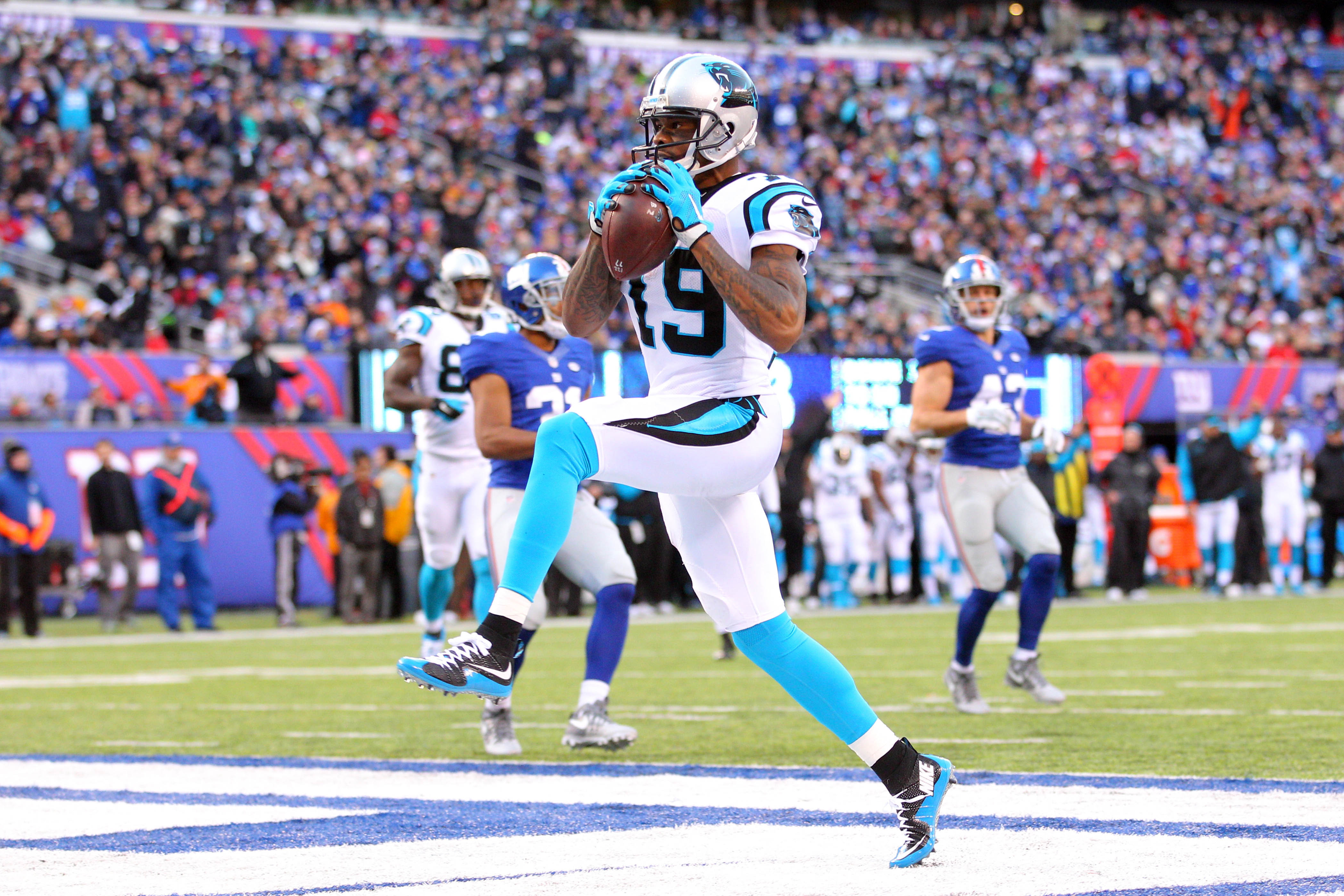 9007964-nfl-carolina-panthers-at-new-york-giants