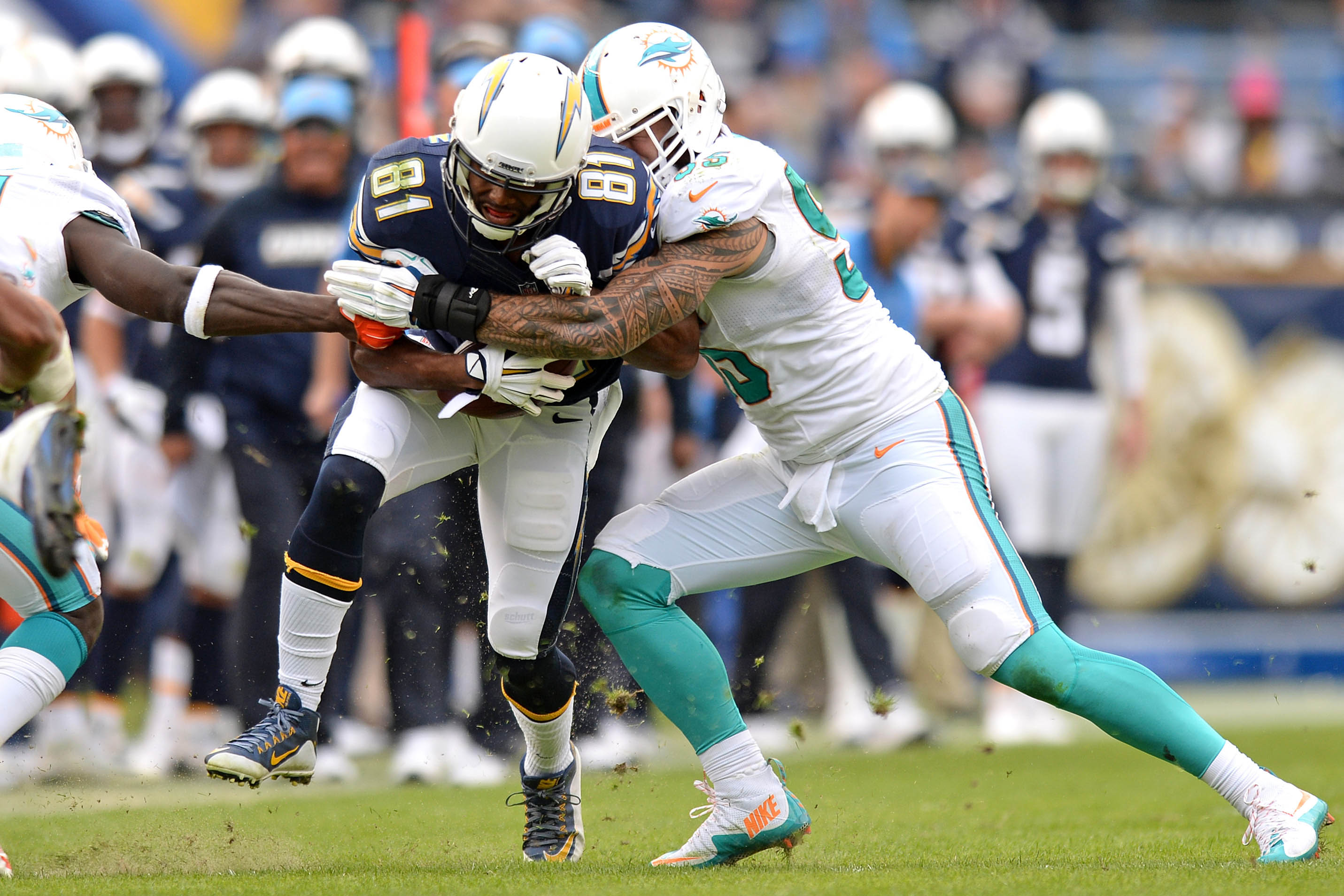 9008173-nfl-miami-dolphins-at-san-diego-chargers