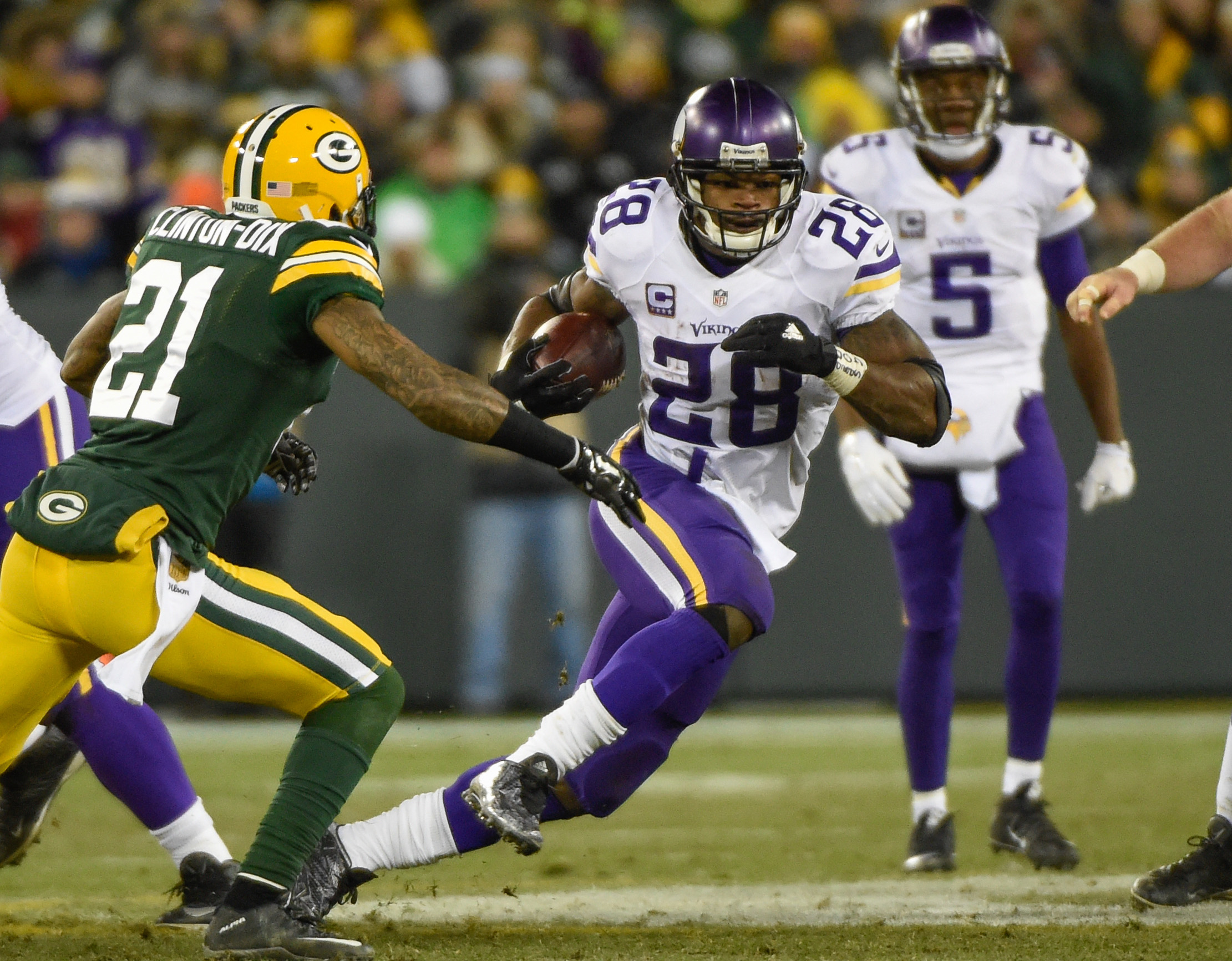 9036830-nfl-minnesota-vikings-at-green-bay-packers