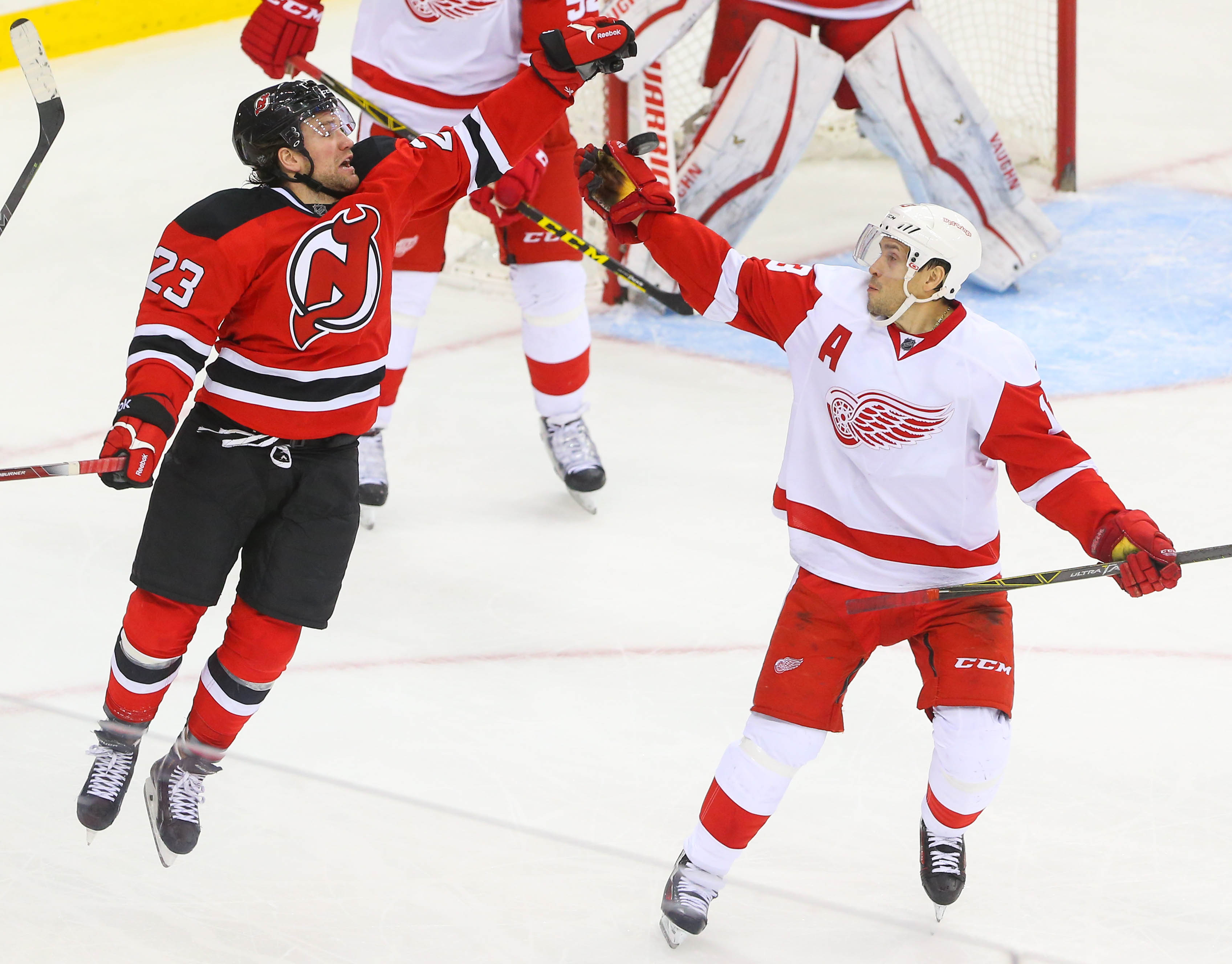 9037313-nhl-detroit-red-wings-at-new-jersey-devils