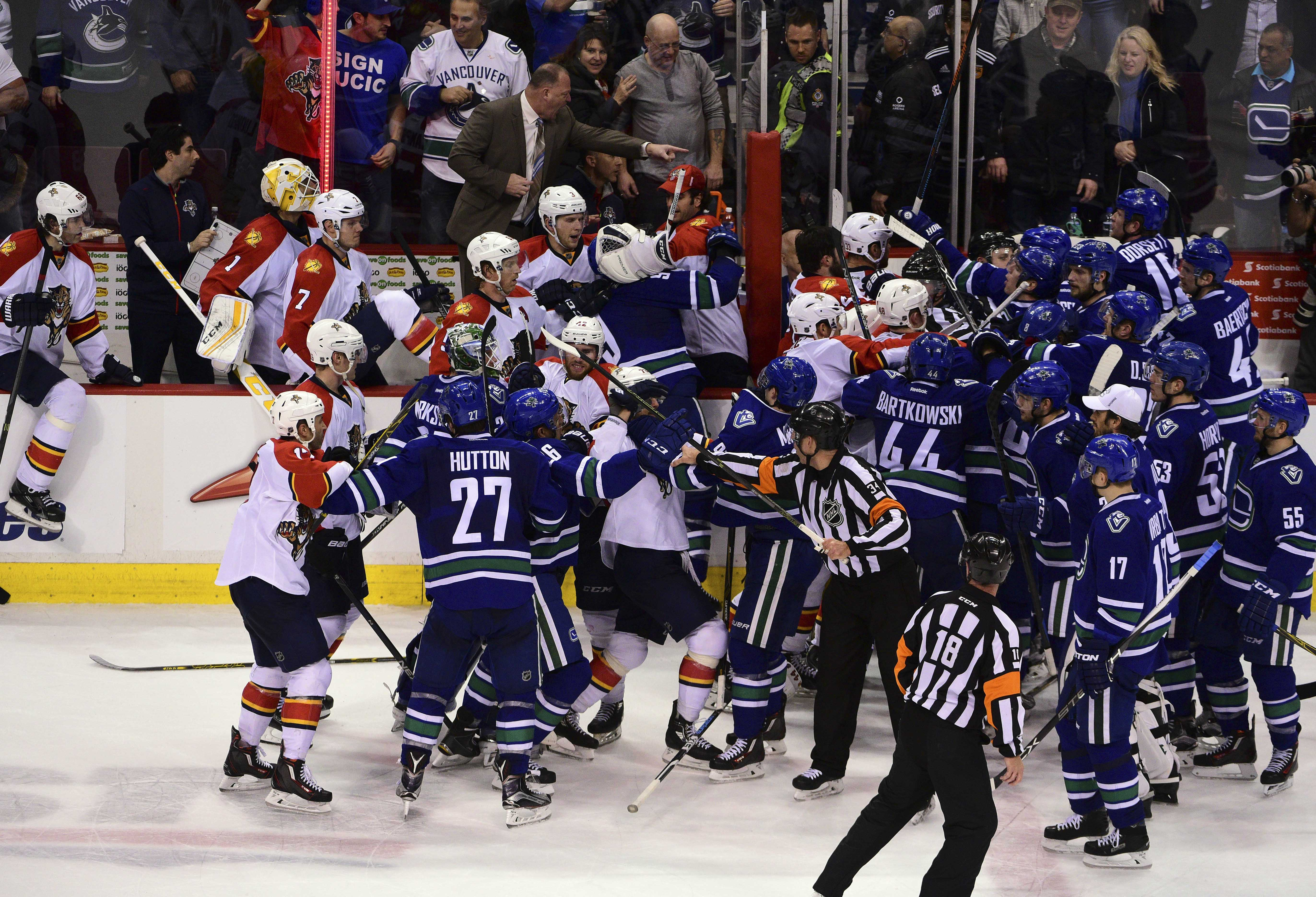9052903-nhl-florida-panthers-at-vancouver-canucks