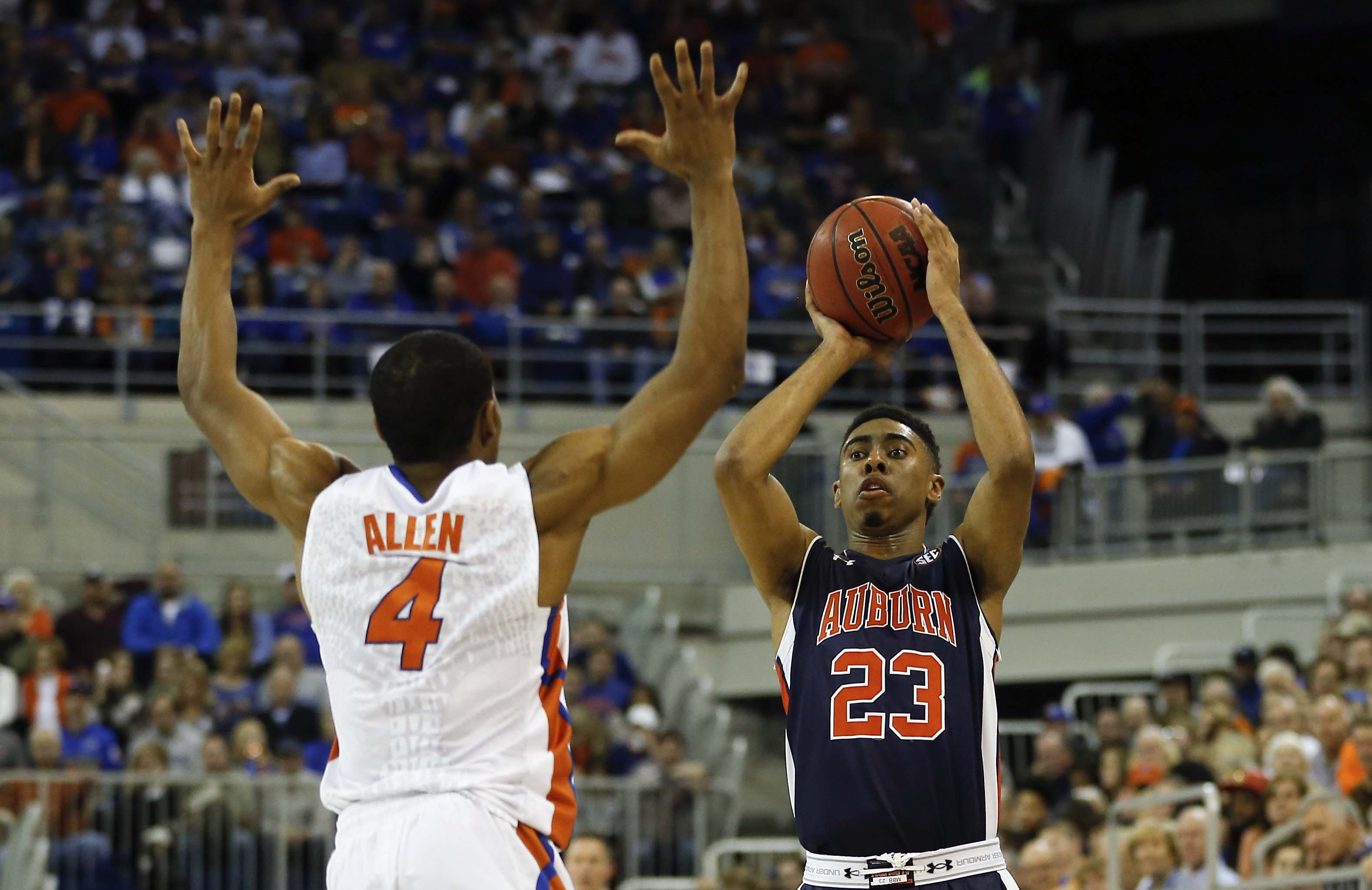 9073791-ncaa-basketball-auburn-at-florida