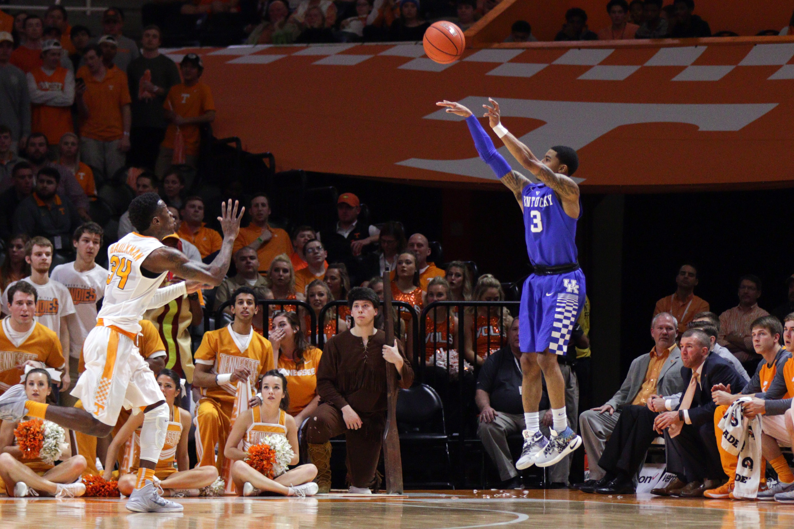Briscoe, Monk lead No. 15 Kentucky past Alabama, 67-58