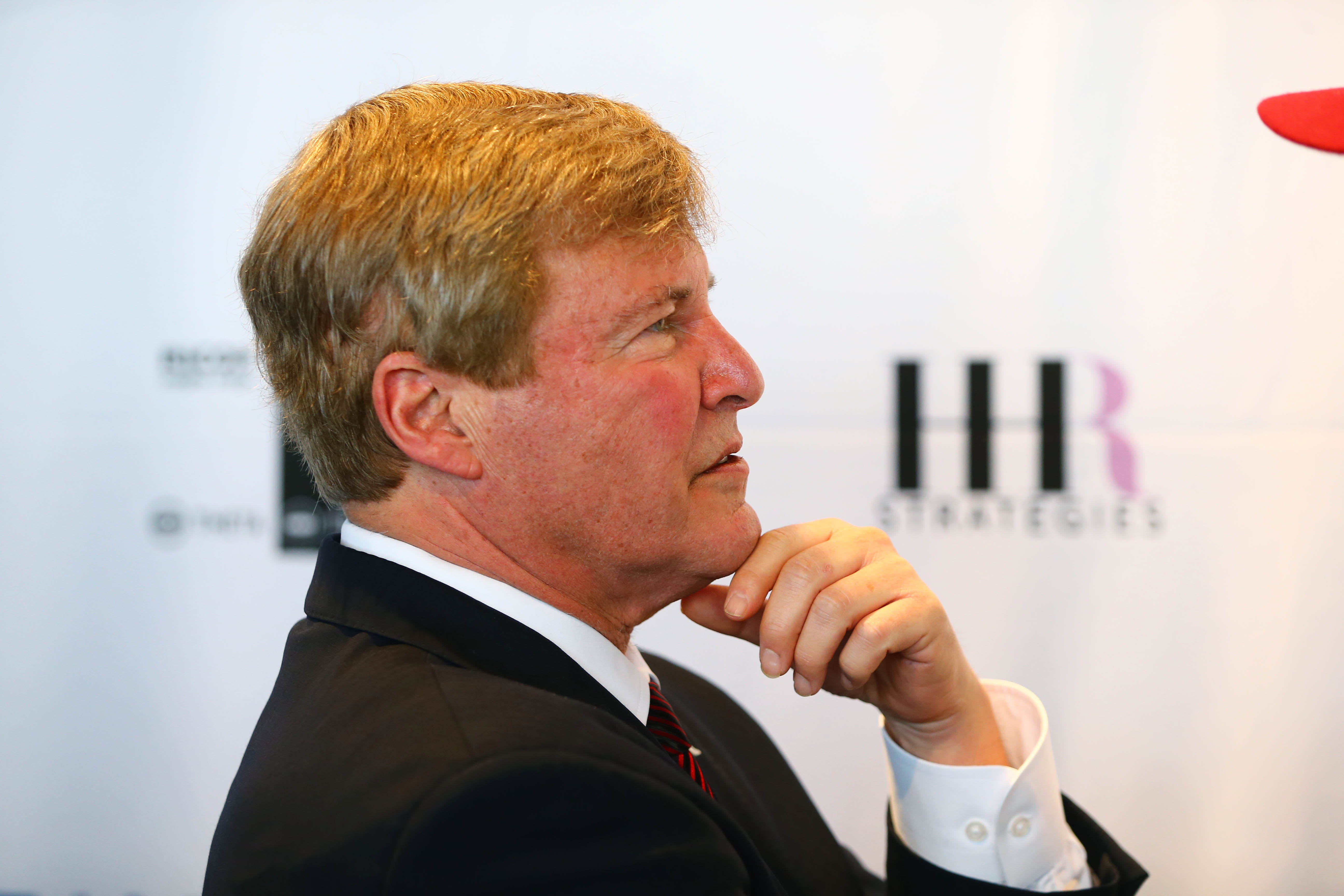9099740-nfl-super-bowl-50-leigh-steinberg-party