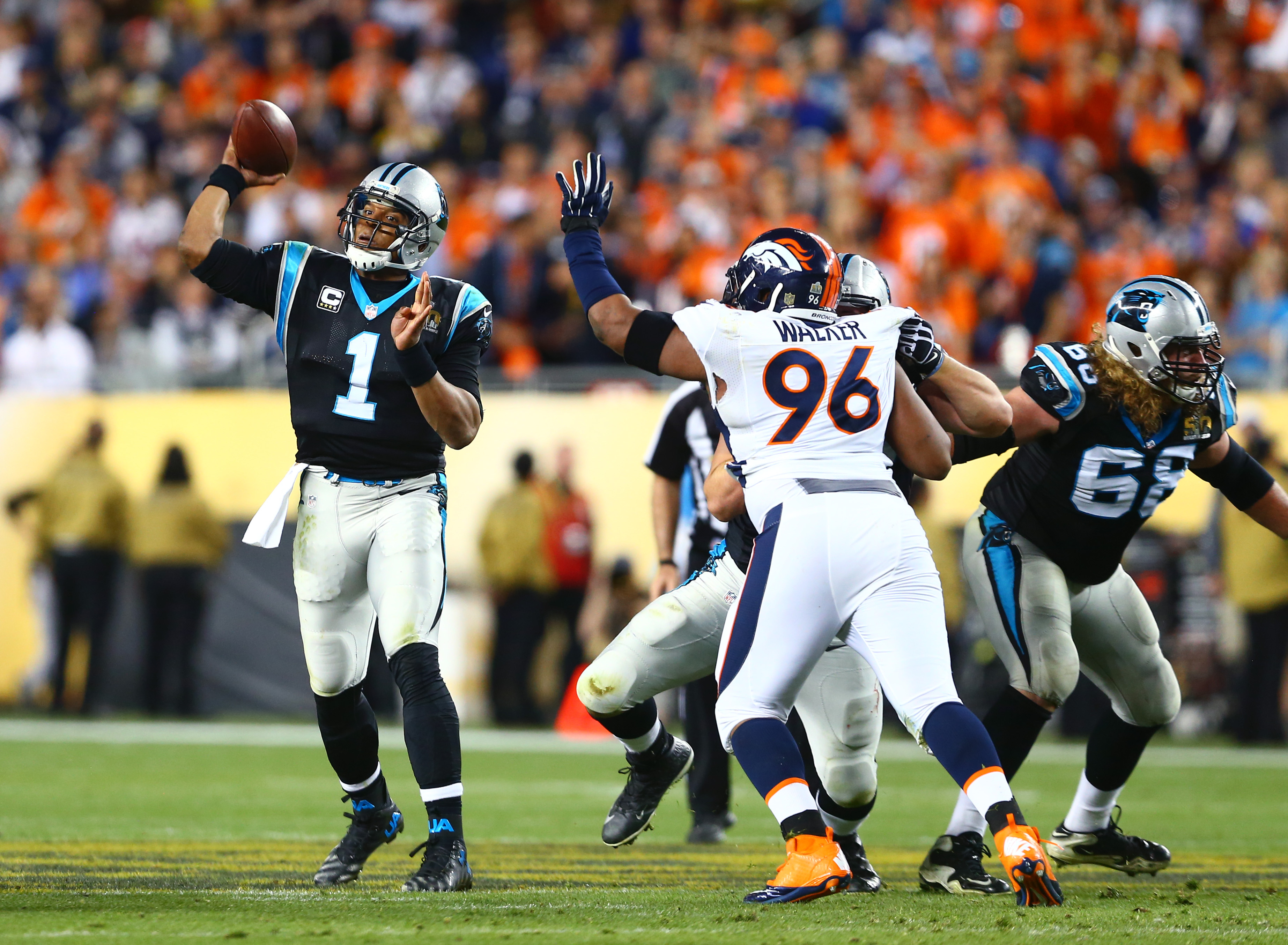 9109507-nfl-super-bowl-50-carolina-panthers-vs-denver-broncos