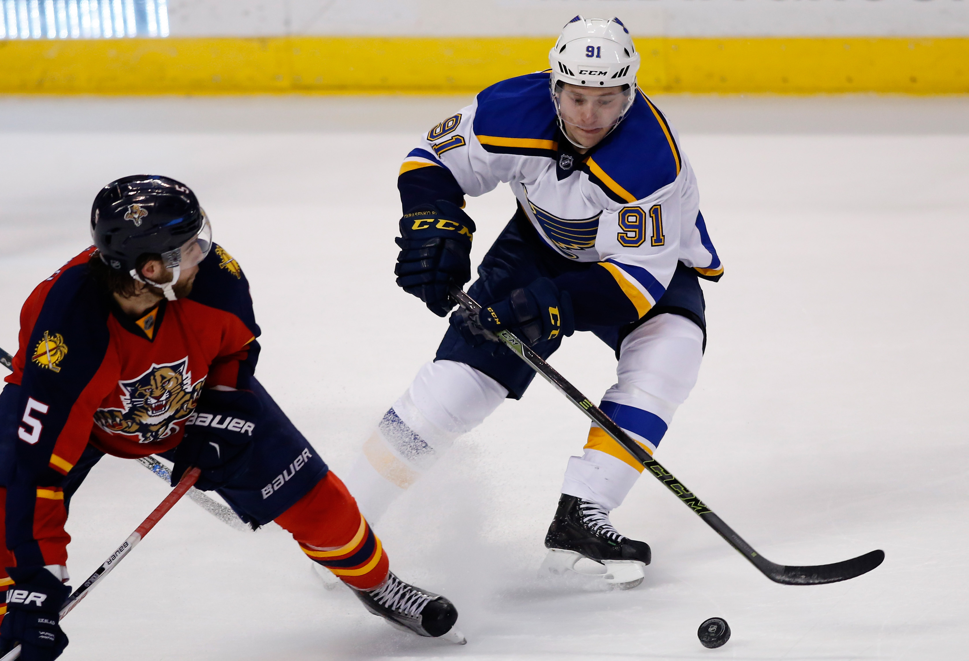 9120747-nhl-st.-louis-blues-at-florida-panthers