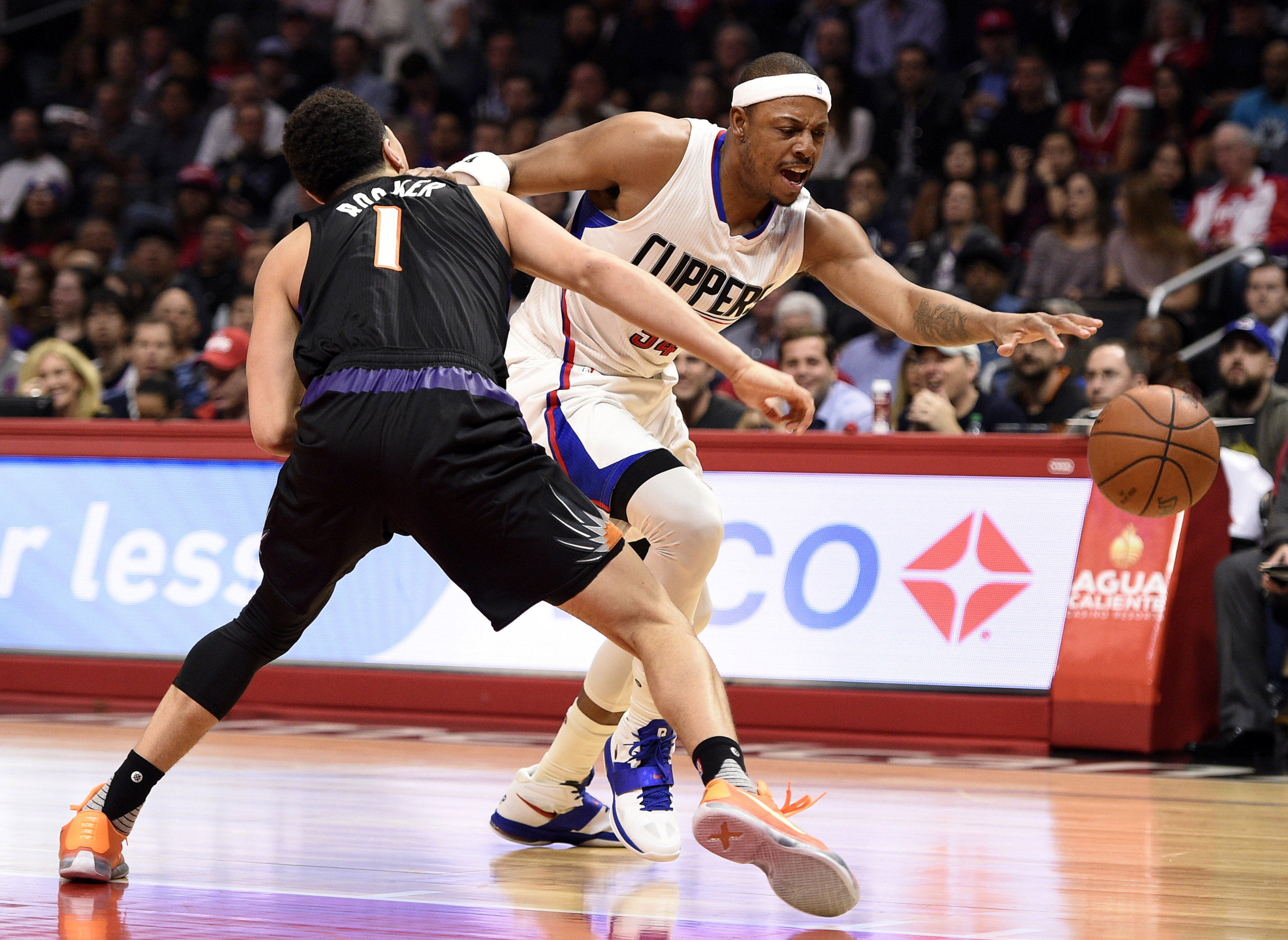 9132167-nba-phoenix-suns-at-los-angeles-clippers