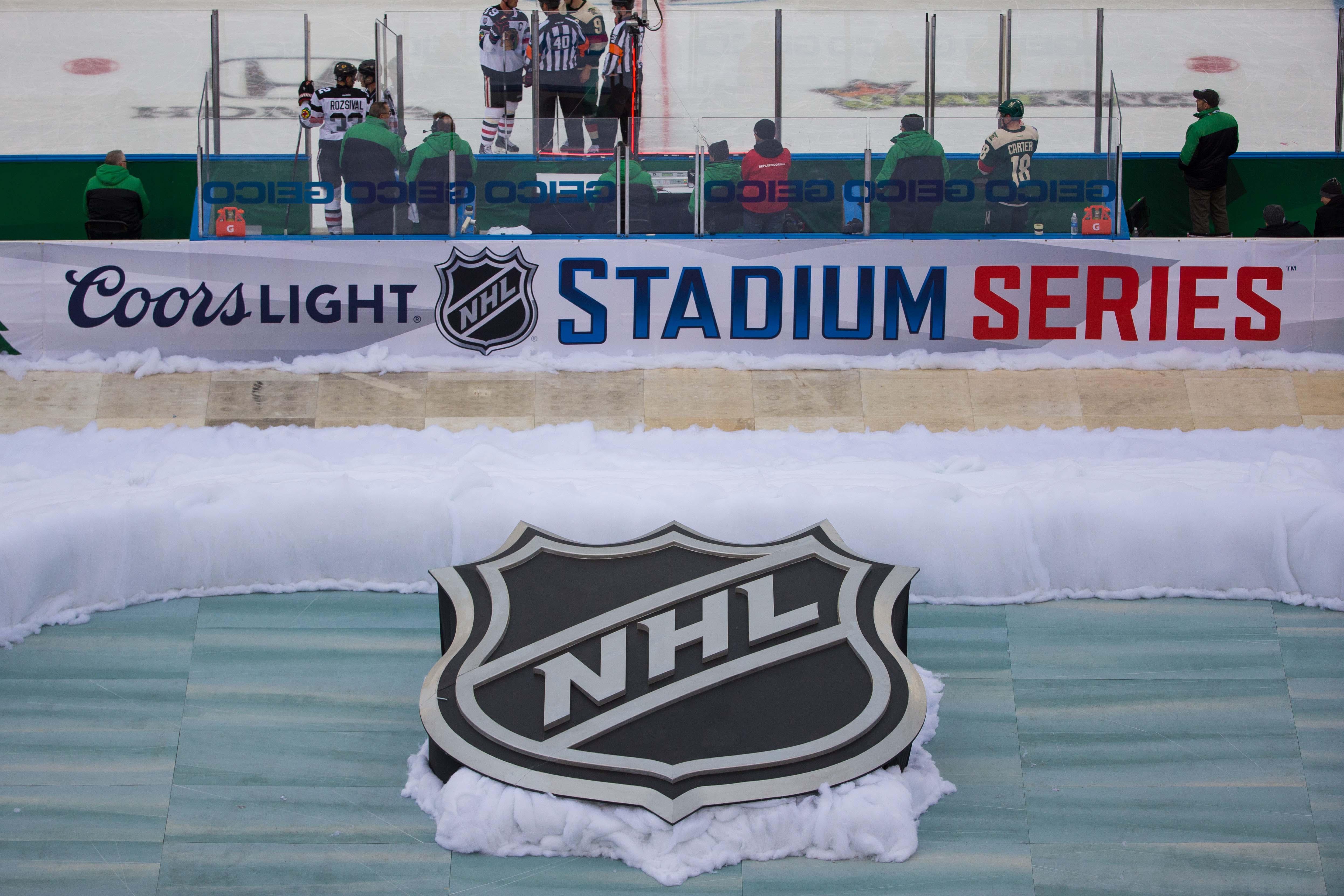 9133824-nhl-stadium-series-chicago-blackhawks-at-minnesota-wild
