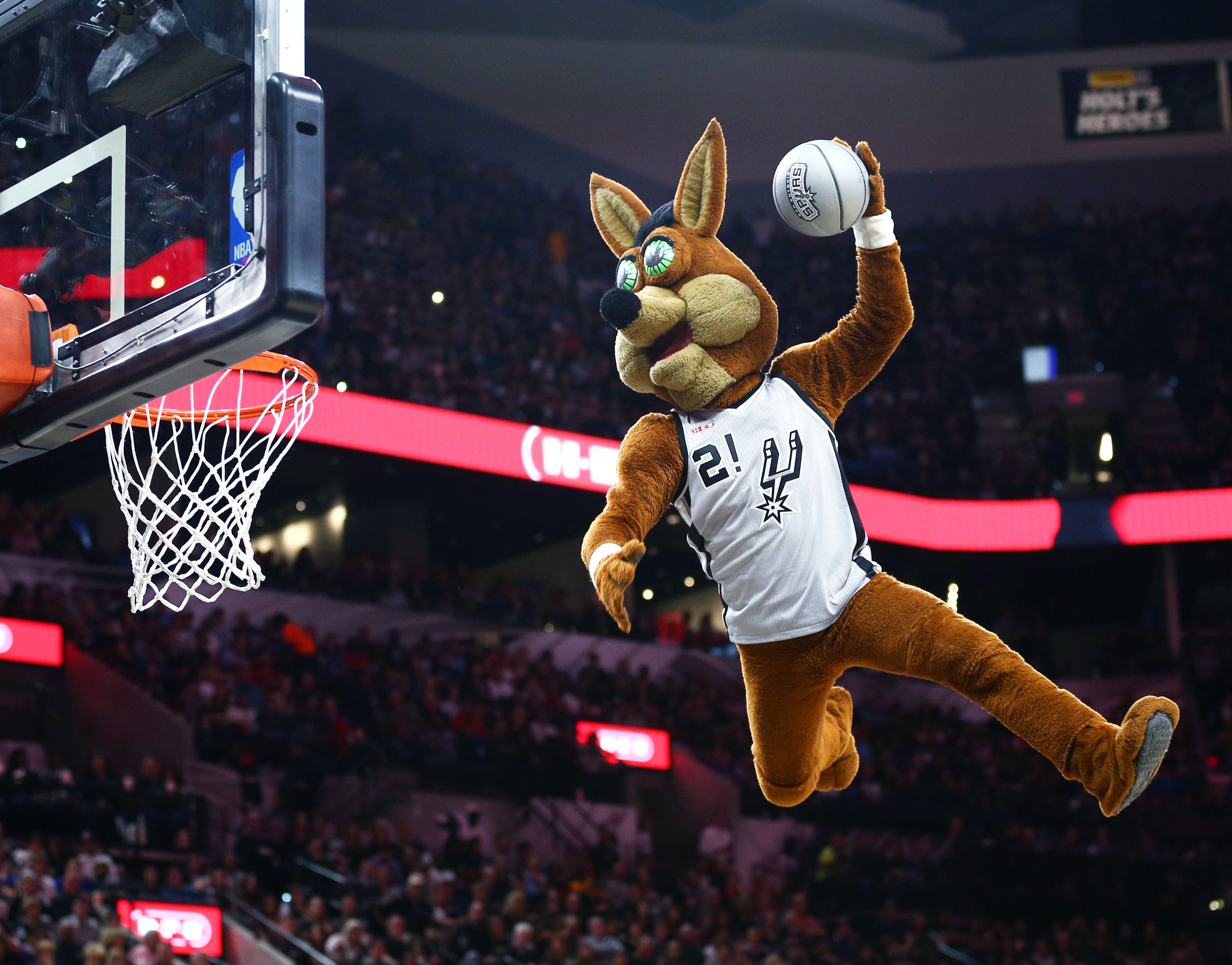See the San Antonio Spurs mascot gets in on the male romper trend