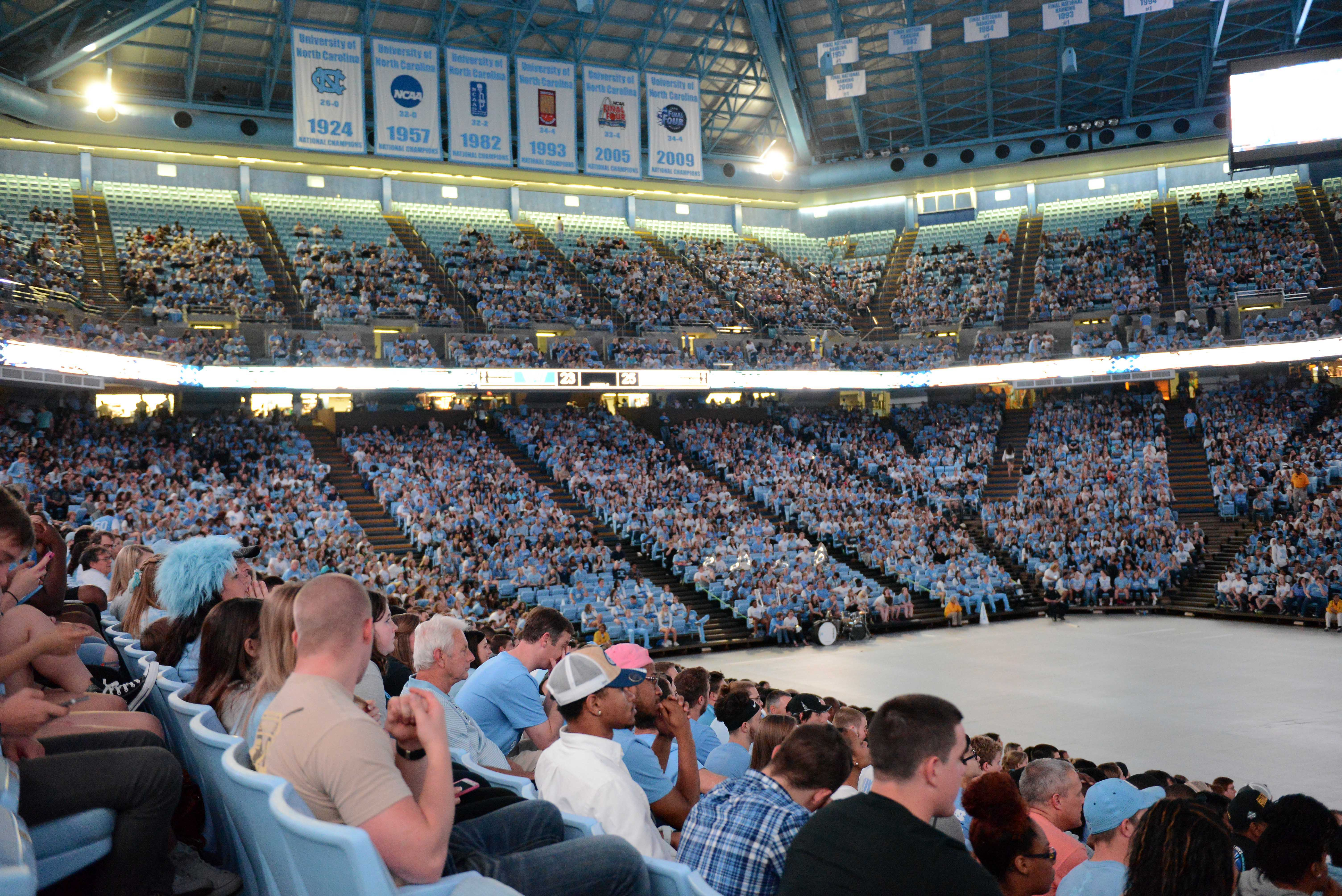 9229484-ncaa-basketball-final-four-championship-game-scenes