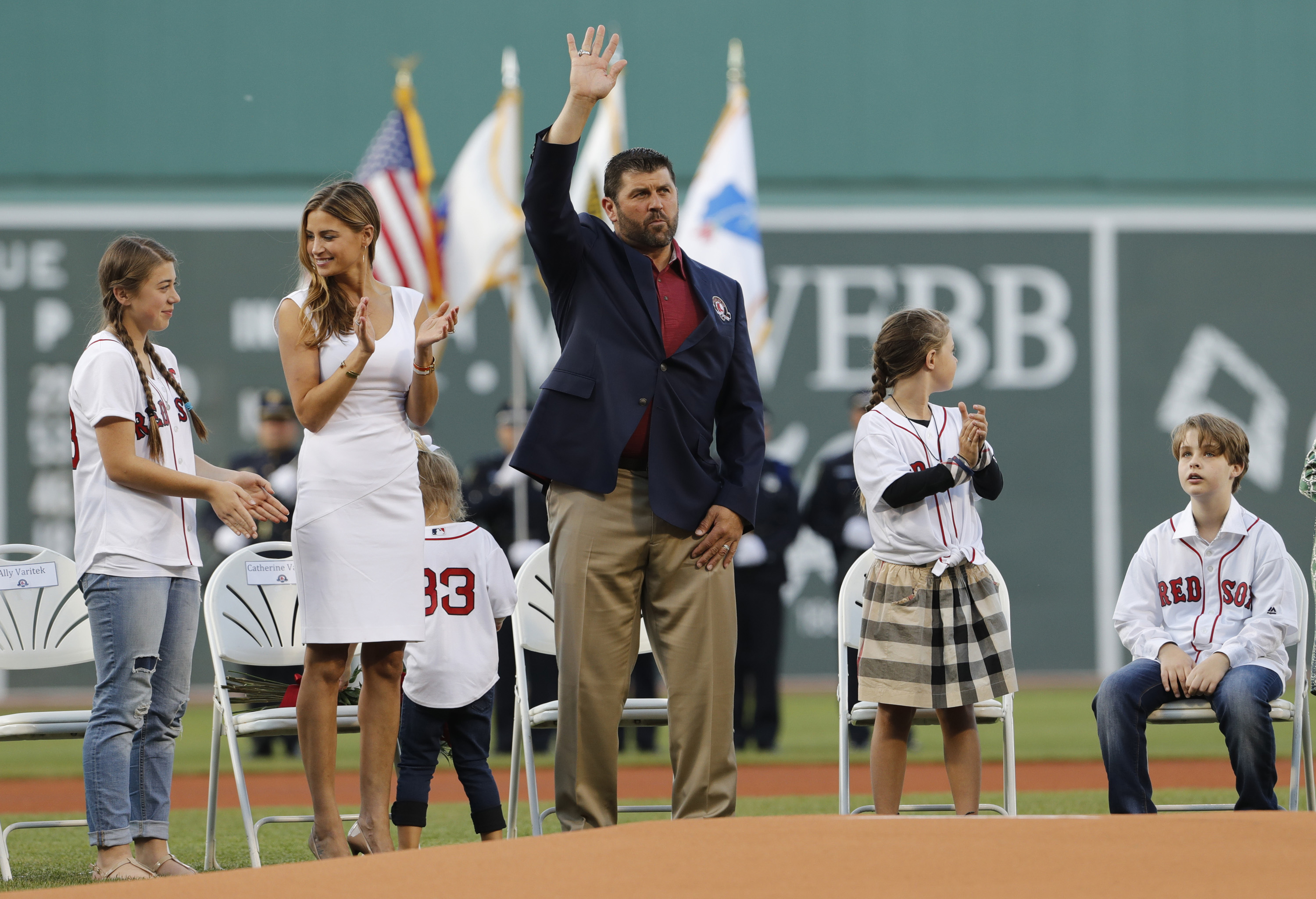 9302289-mlb-cleveland-indians-at-boston-red-sox