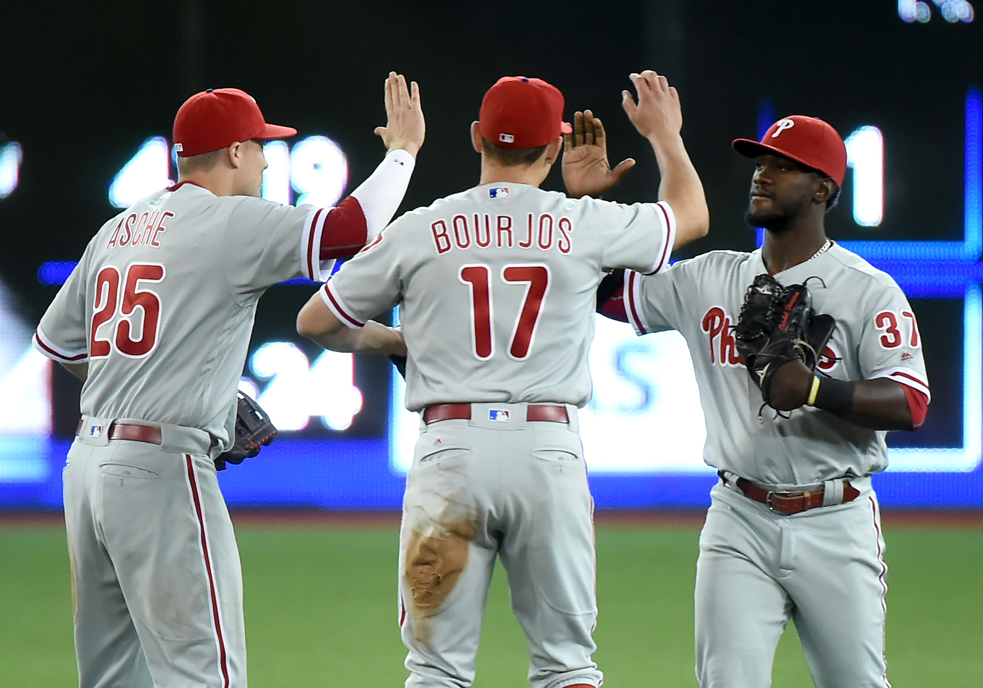 9339227-mlb-philadelphia-phillies-at-toronto-blue-jays