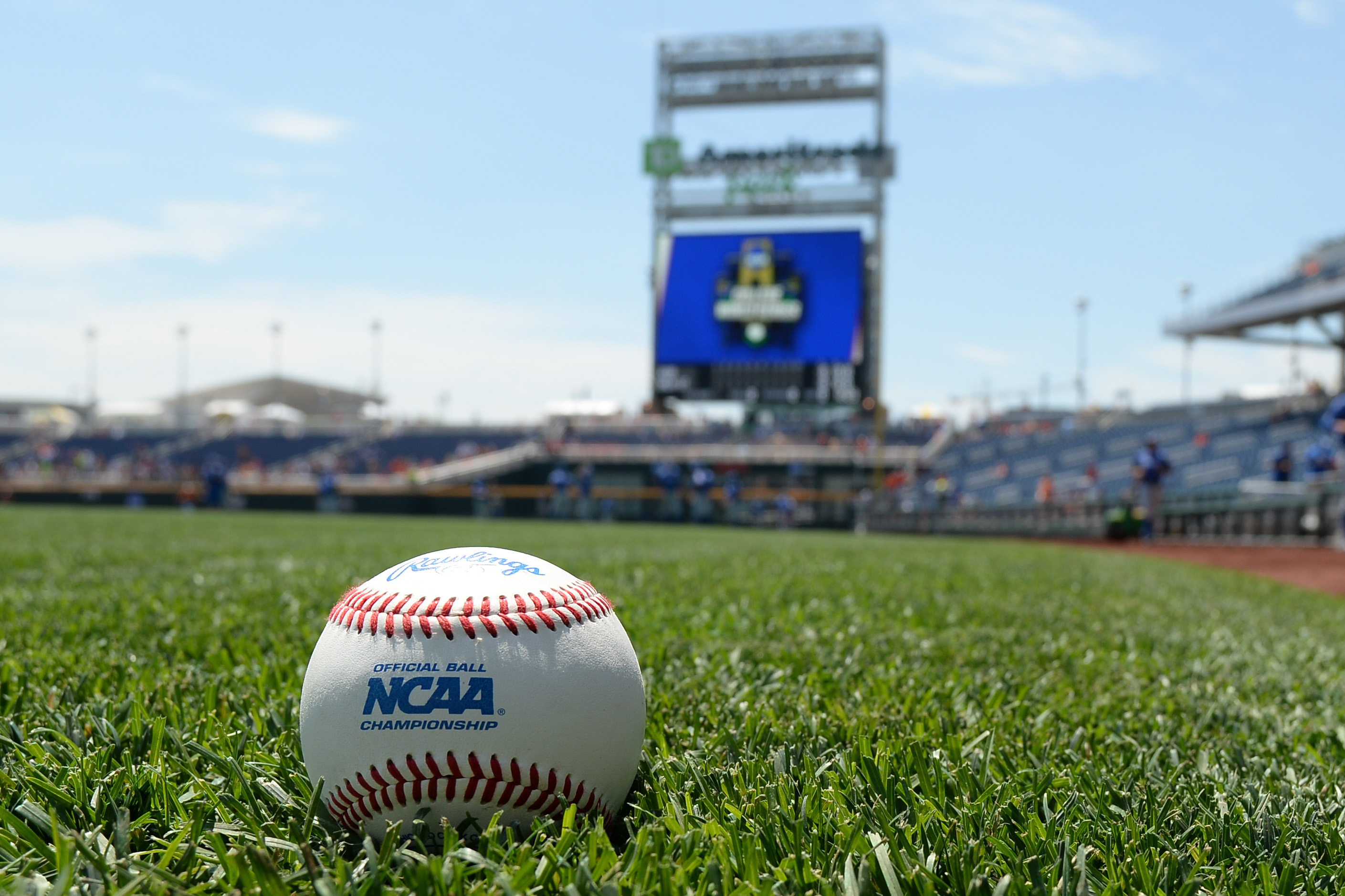 9346829-ncaa-baseball-college-world-series-oklahoma-state-vs-uc-santa-barbara