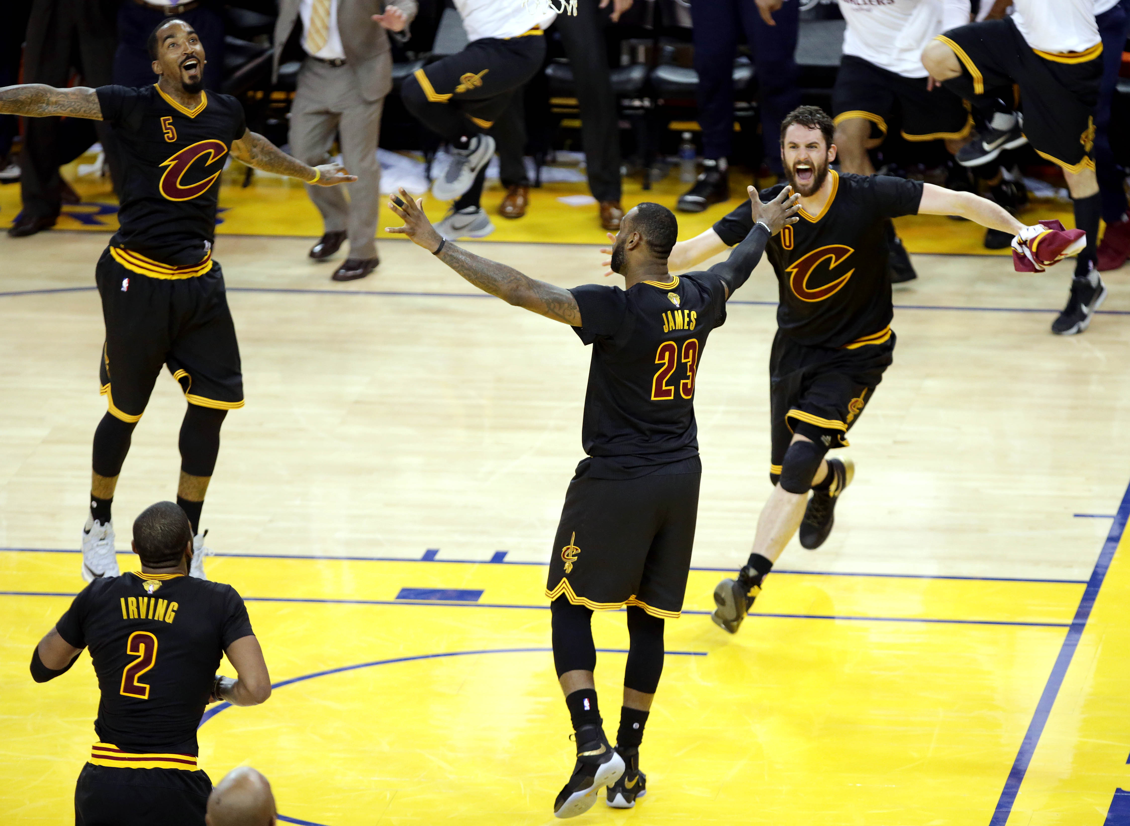 9349687-nba-finals-cleveland-cavaliers-at-golden-state-warriors